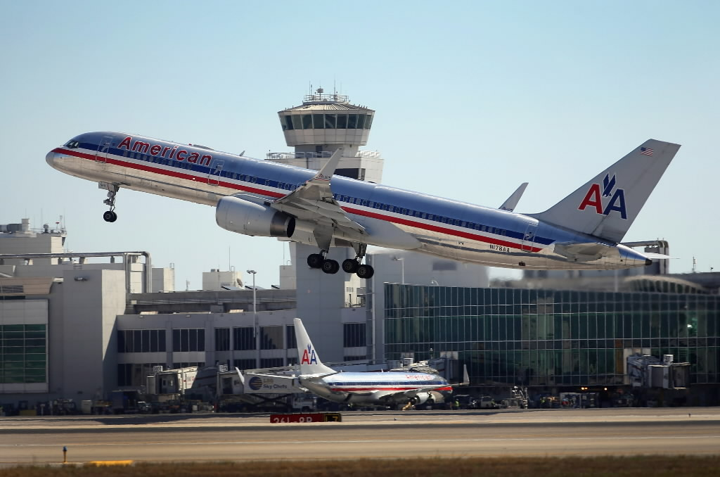 American adds $150 flying-alone fee for older kids