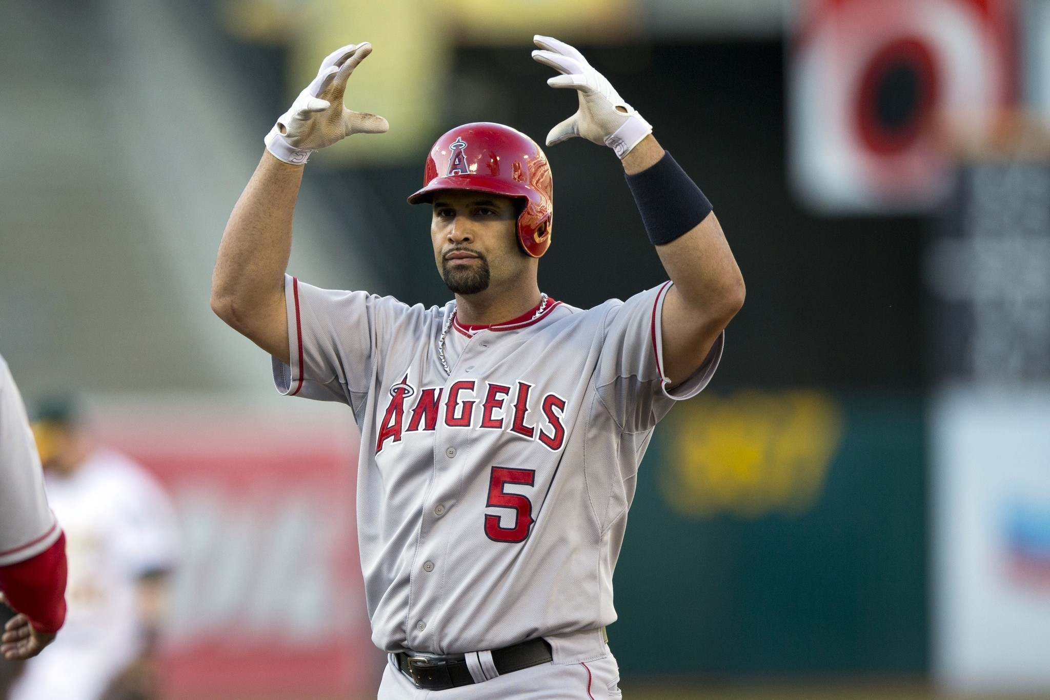 albert pujols With 17 seasons in the majors under his belt, albert pujols reached the 3,000 hit  plateau against the mariners on friday with a single to right.