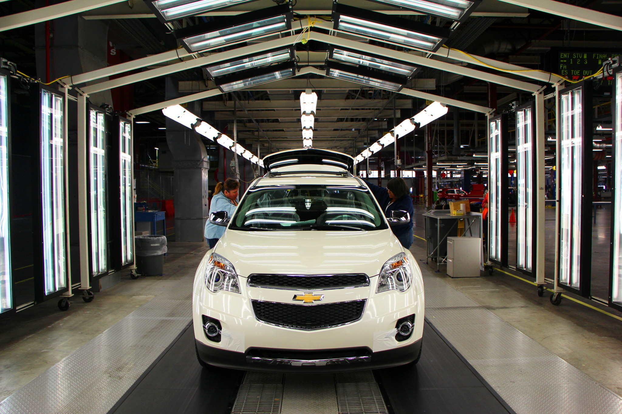 Gm to make new engines cadillac srx at ex saturn plant in tennessee la times