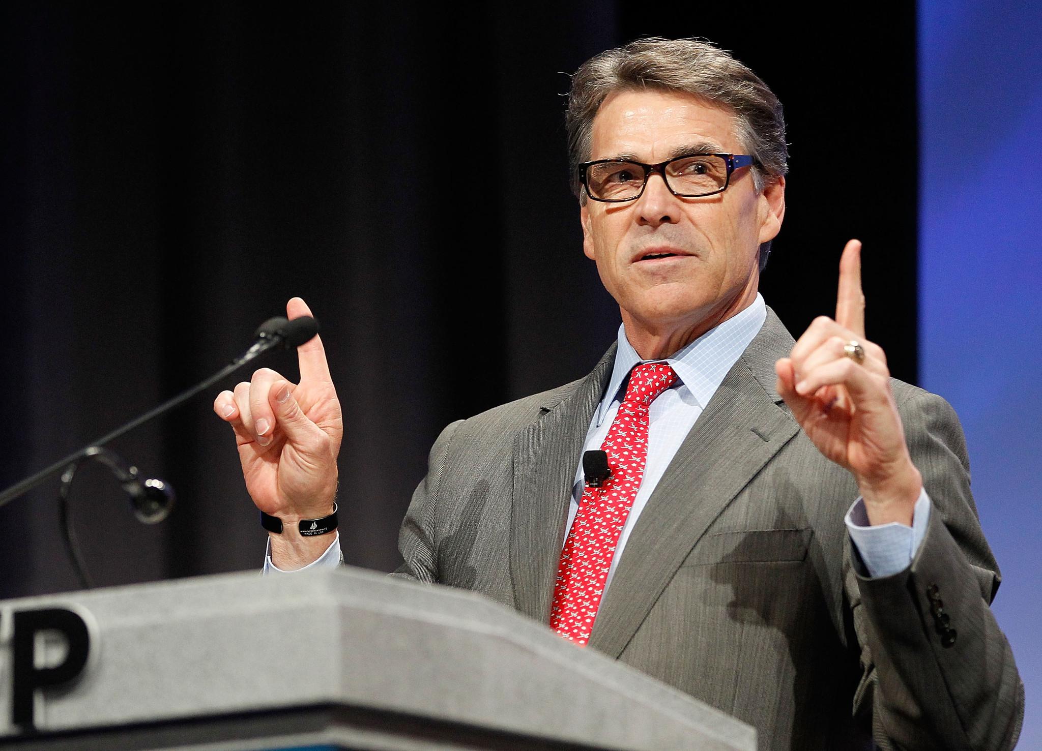 Rick Perry, Rand Paul take aim at Obama, Hillary Clinton at Koch event