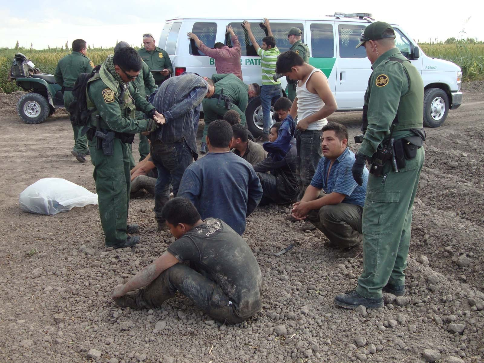 Border Patrol Agent Shoots At Armed Militia Member In