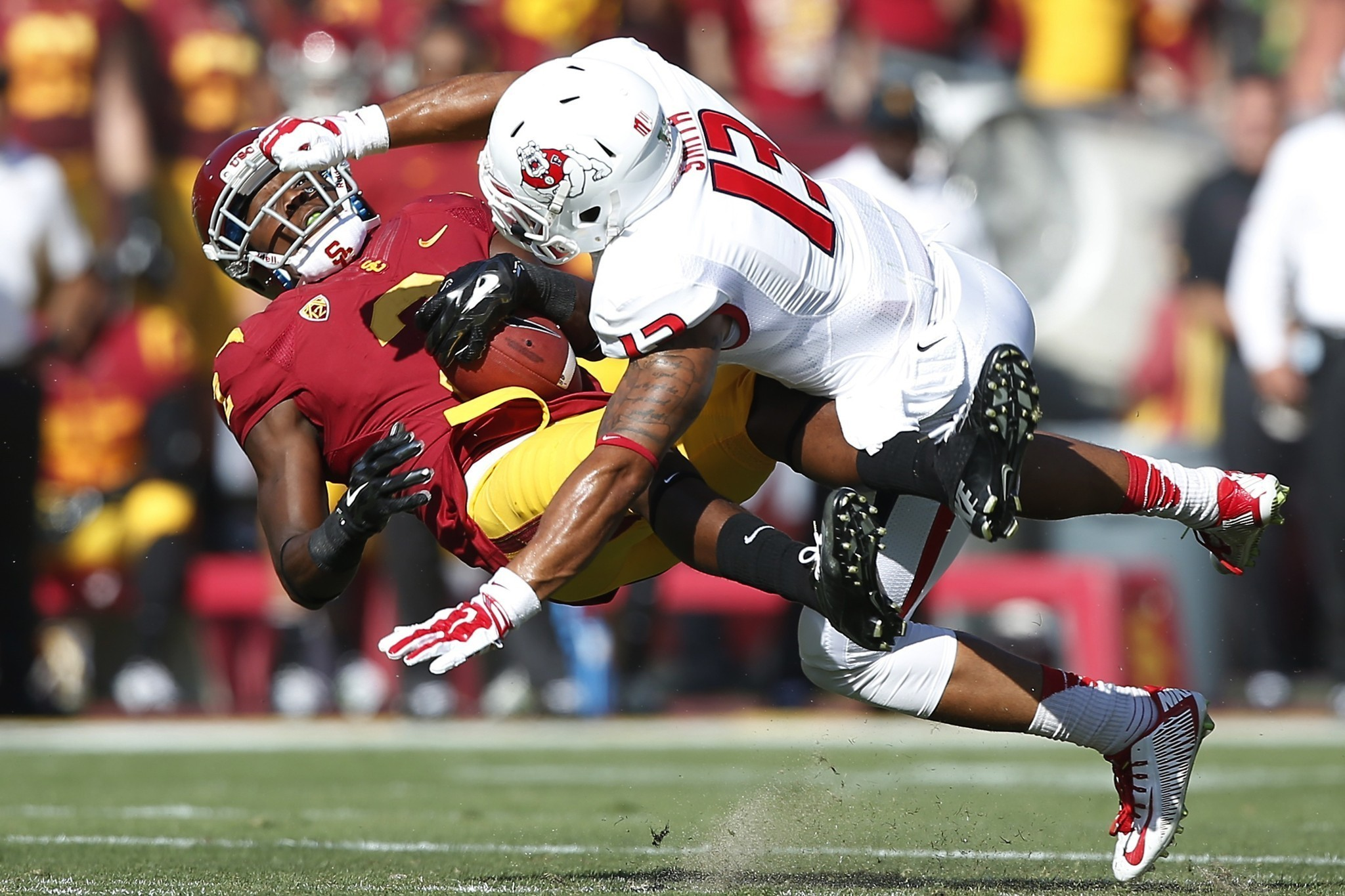Focused Trojans romp past Fresno State in opener, 52-13