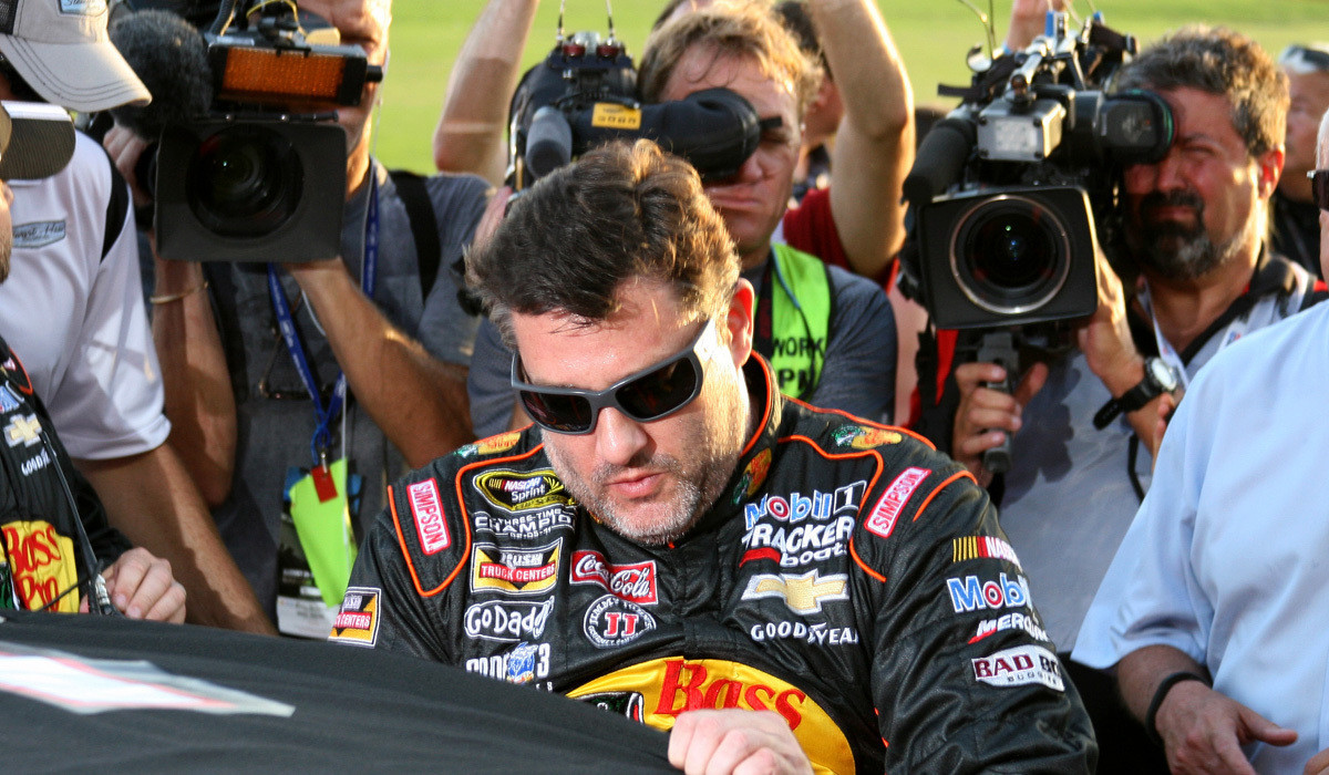 Tony Stewart returns to NASCAR racing with a tough outing at Atlanta