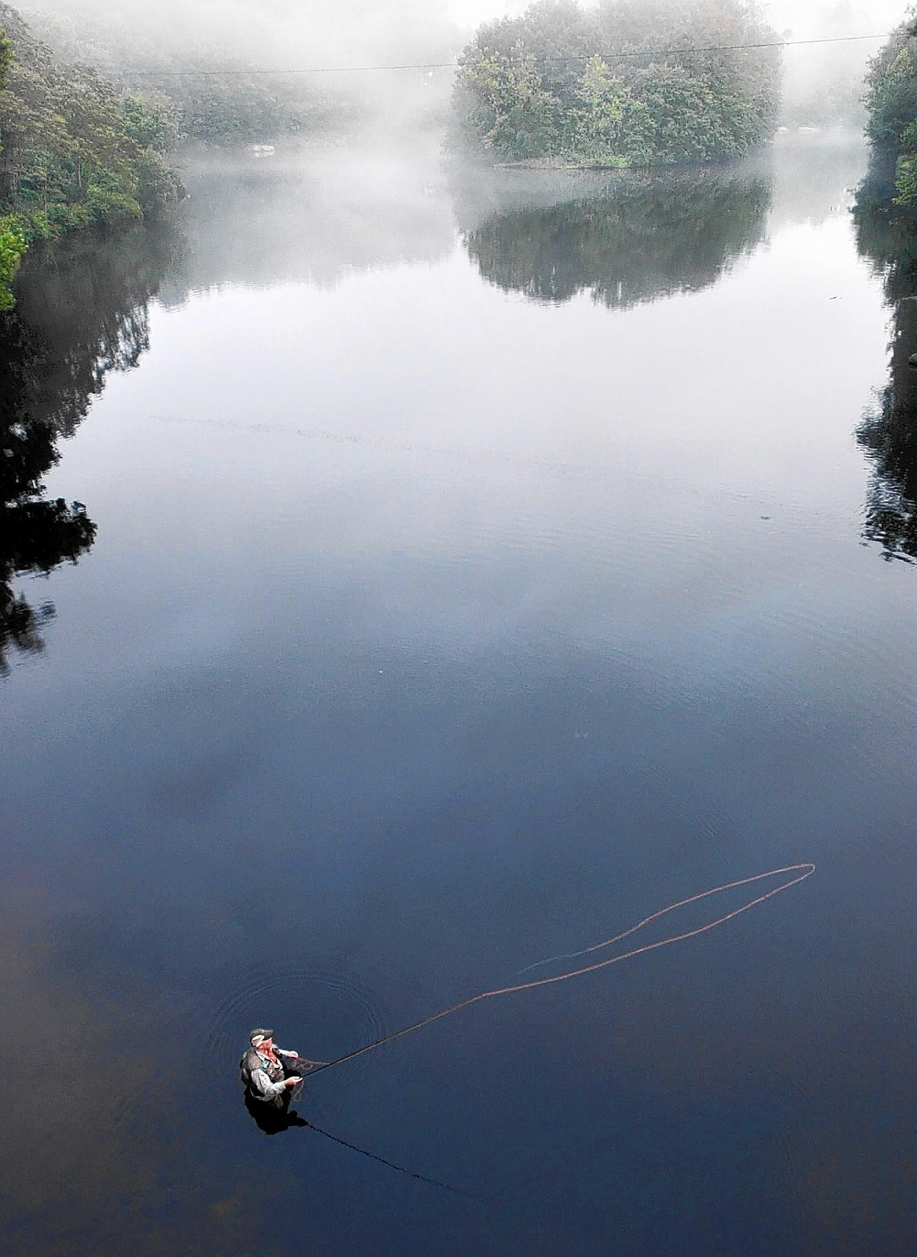 Farmington river a fly fishing mecca tribunedigital for Farmington river fly fishing