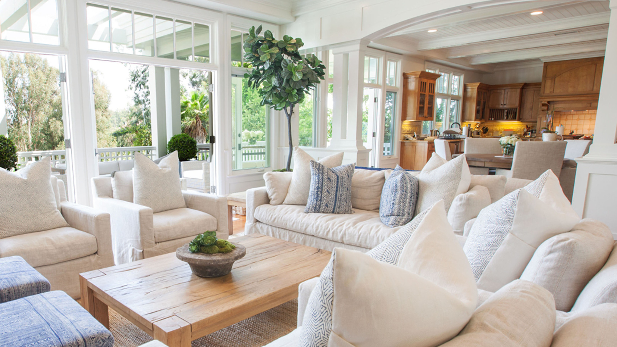 Home of the day crisp nantucket style in pacific for Nantucket decor