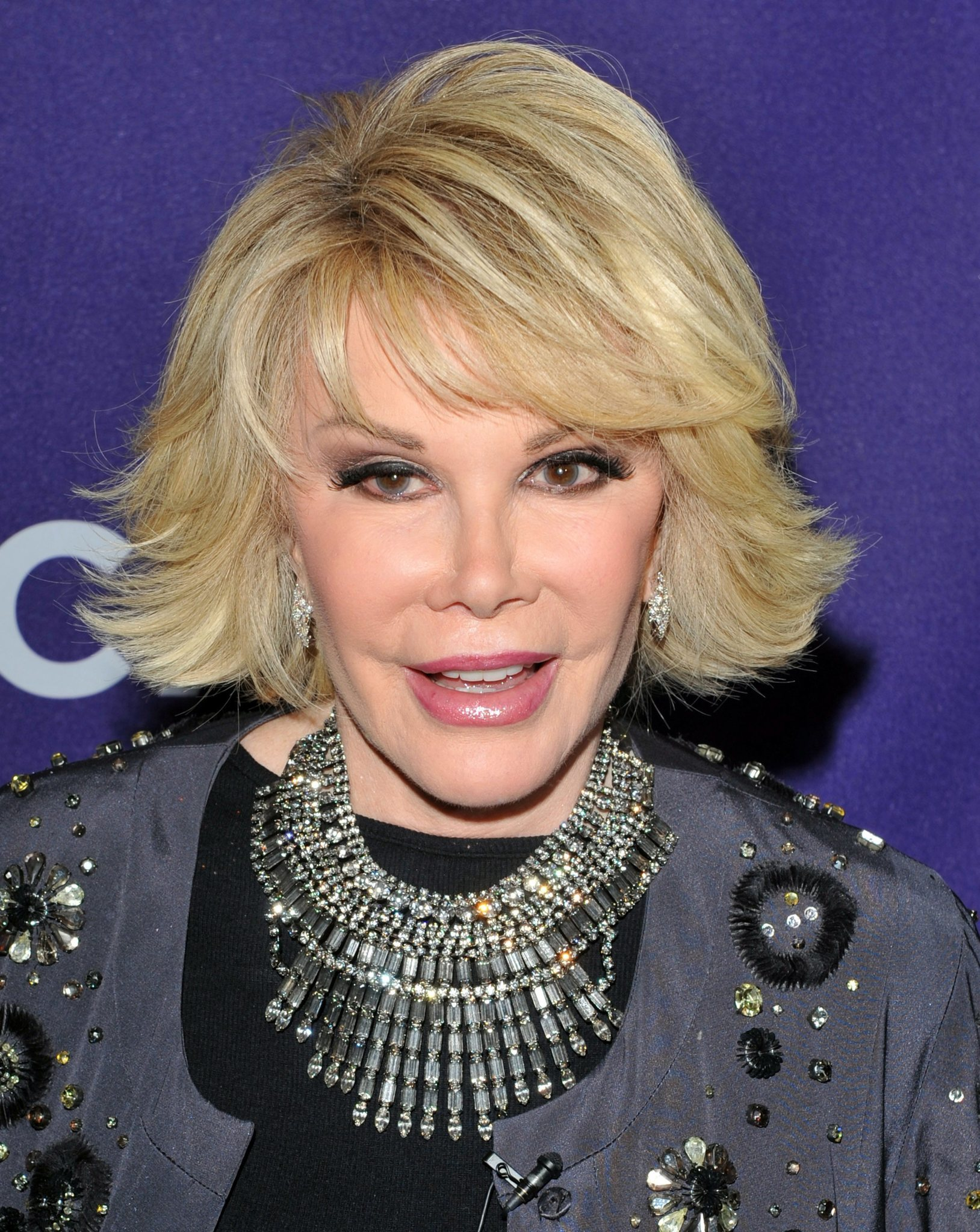 Joan Rivers Remains On Life Support Fashion Police 2 Week Hold La Times