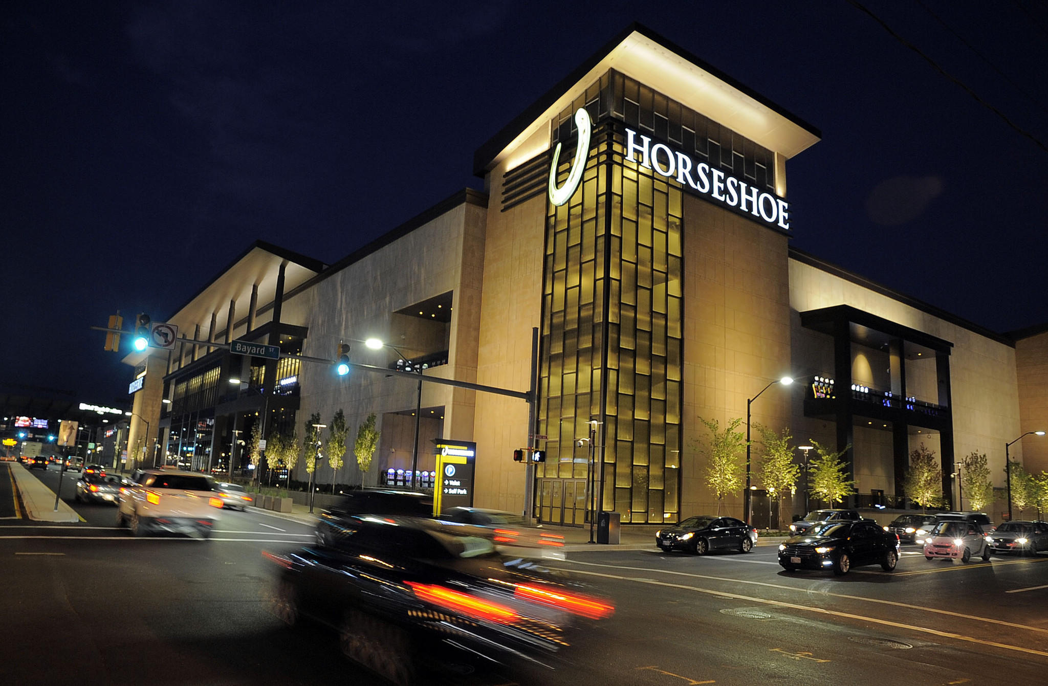 Horseshoe says casino drew 50 000 in opening weekend for Restaurants m t bank stadium