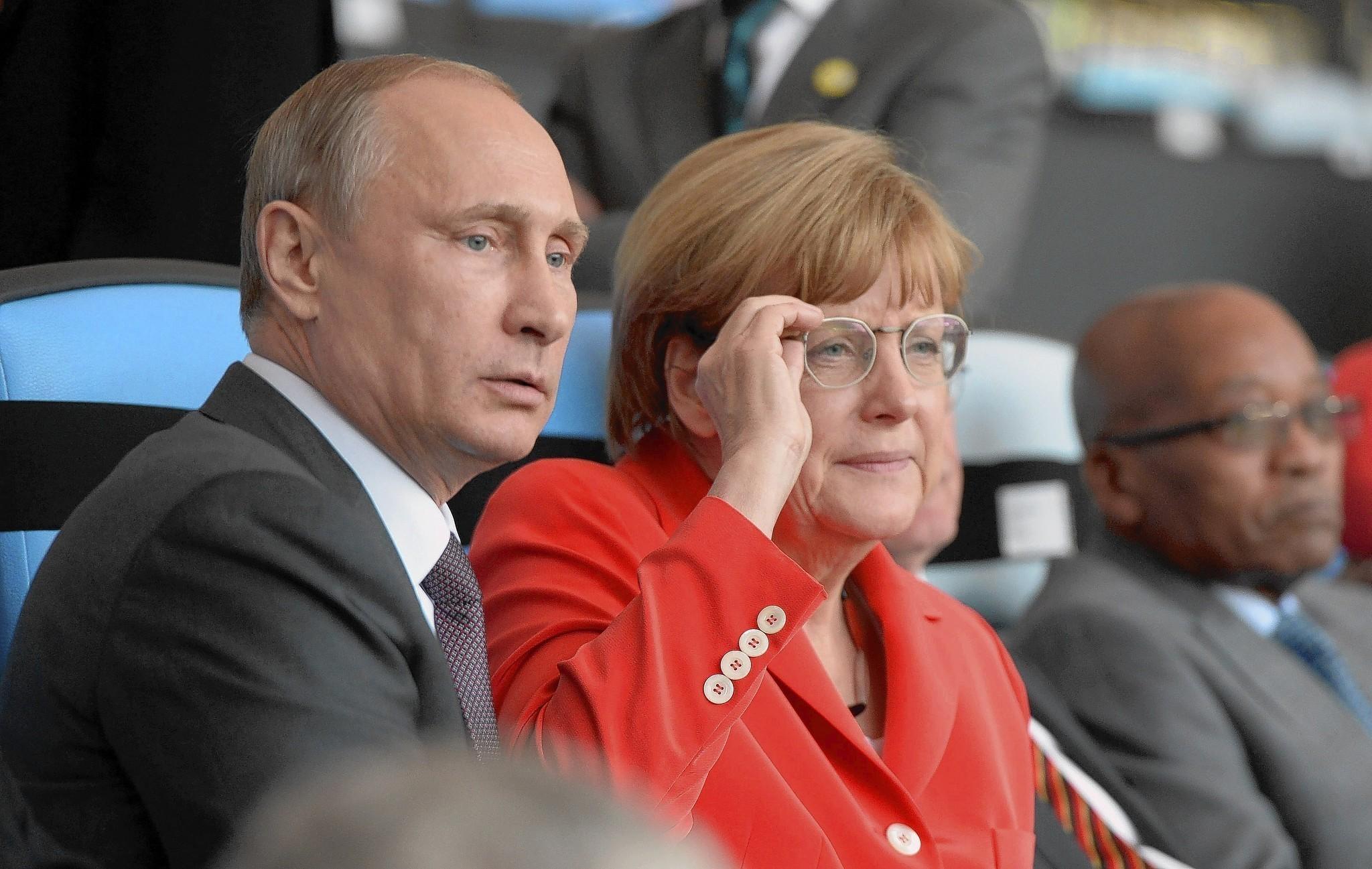 Забилась угол меркель и путин о геях