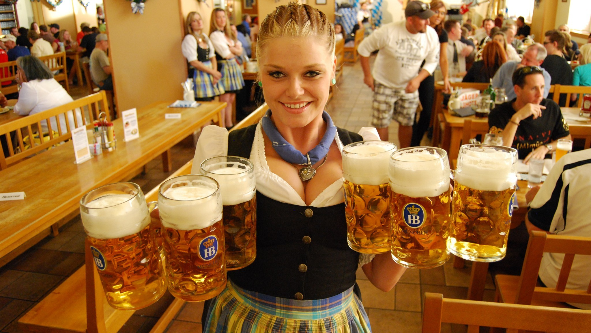 In las vegas oktoberfest begins in september la times for Cuisine las vegas