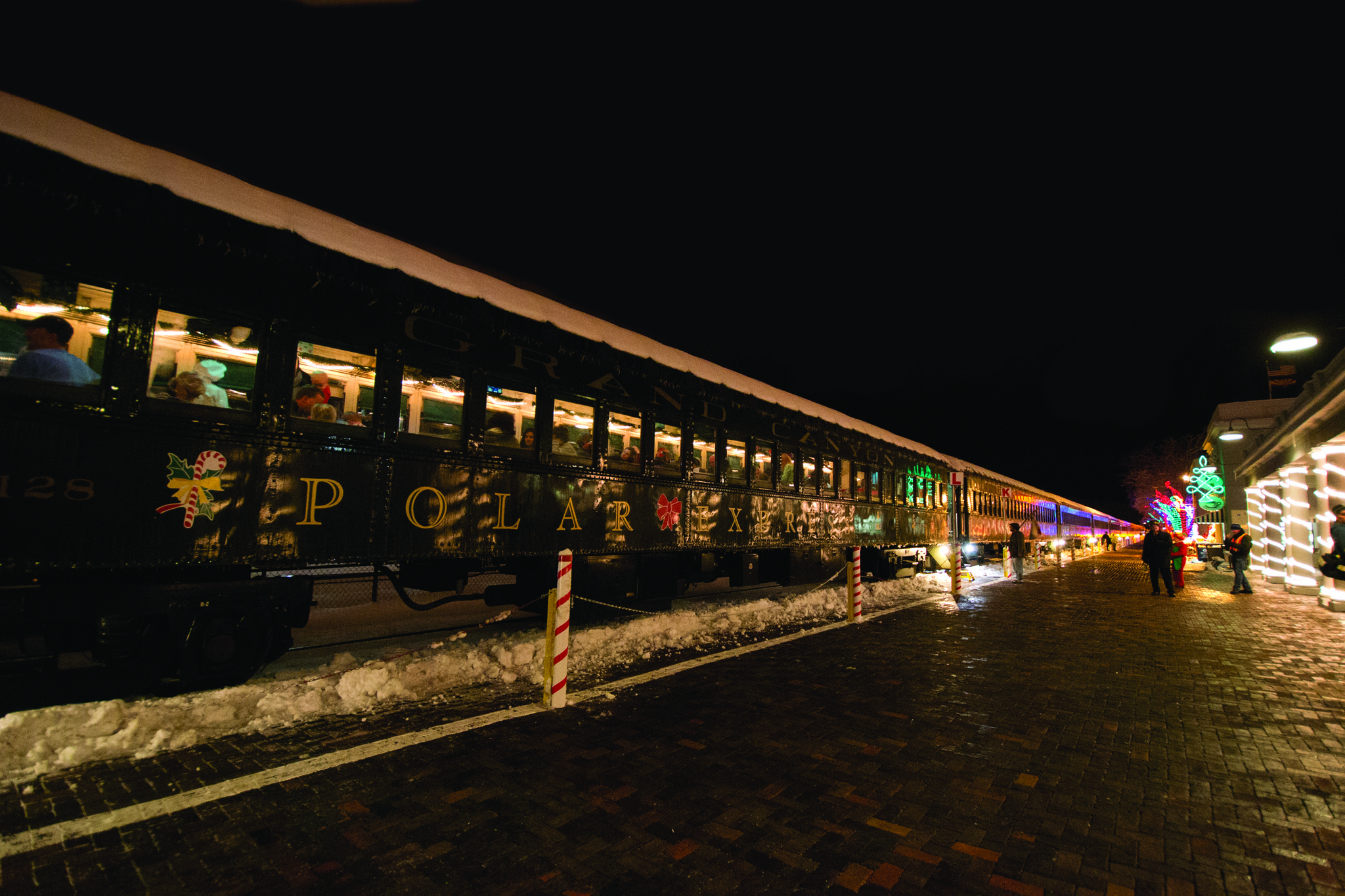 Grand canyon christmas train prepped la times for What is the best polar express train ride