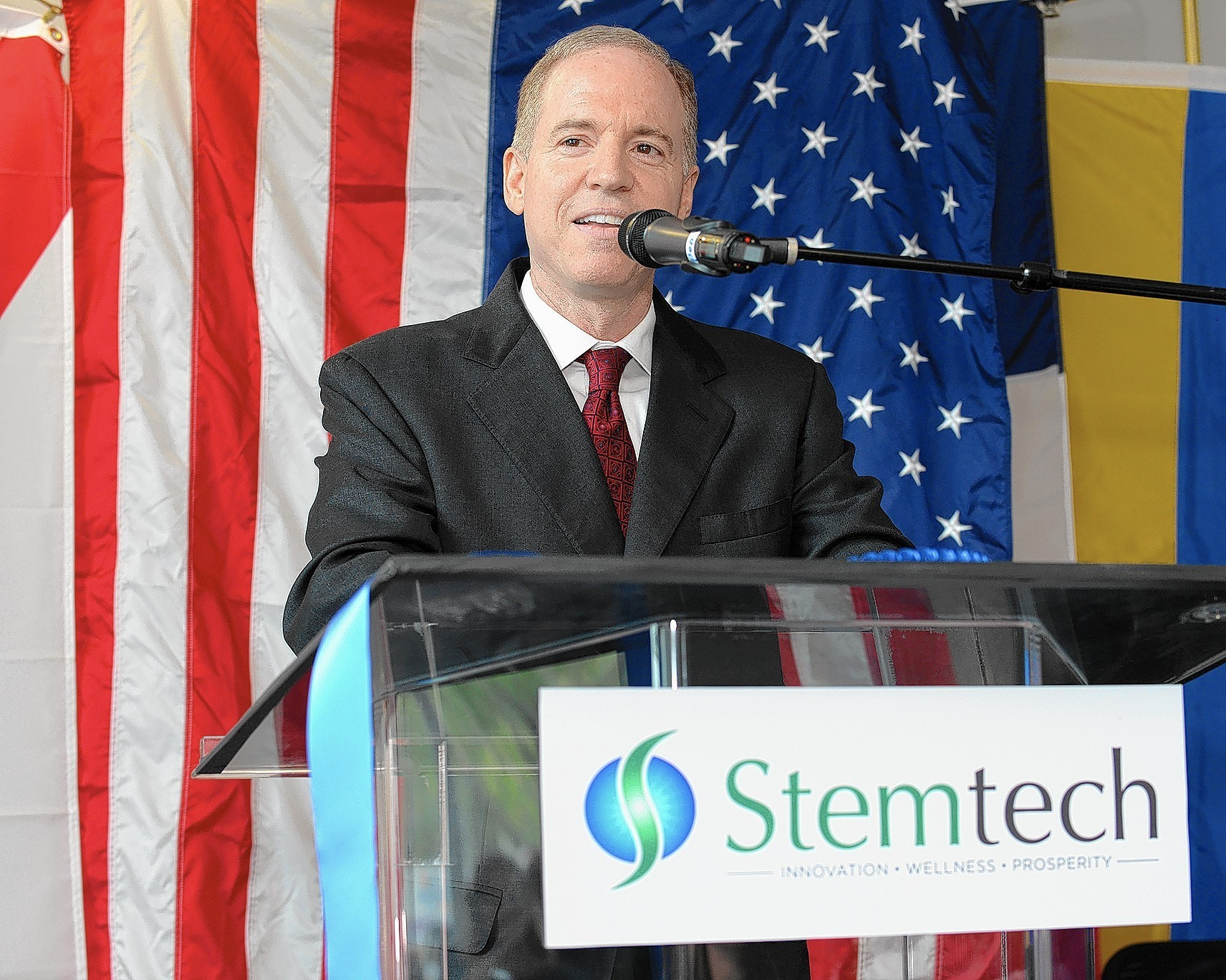 Ray Carter, Jr., President & CEO of Stemtech International, addresses the Sept. 12 ribbon cutting ceremony for the company's new world headquarters in Pembroke Pines.