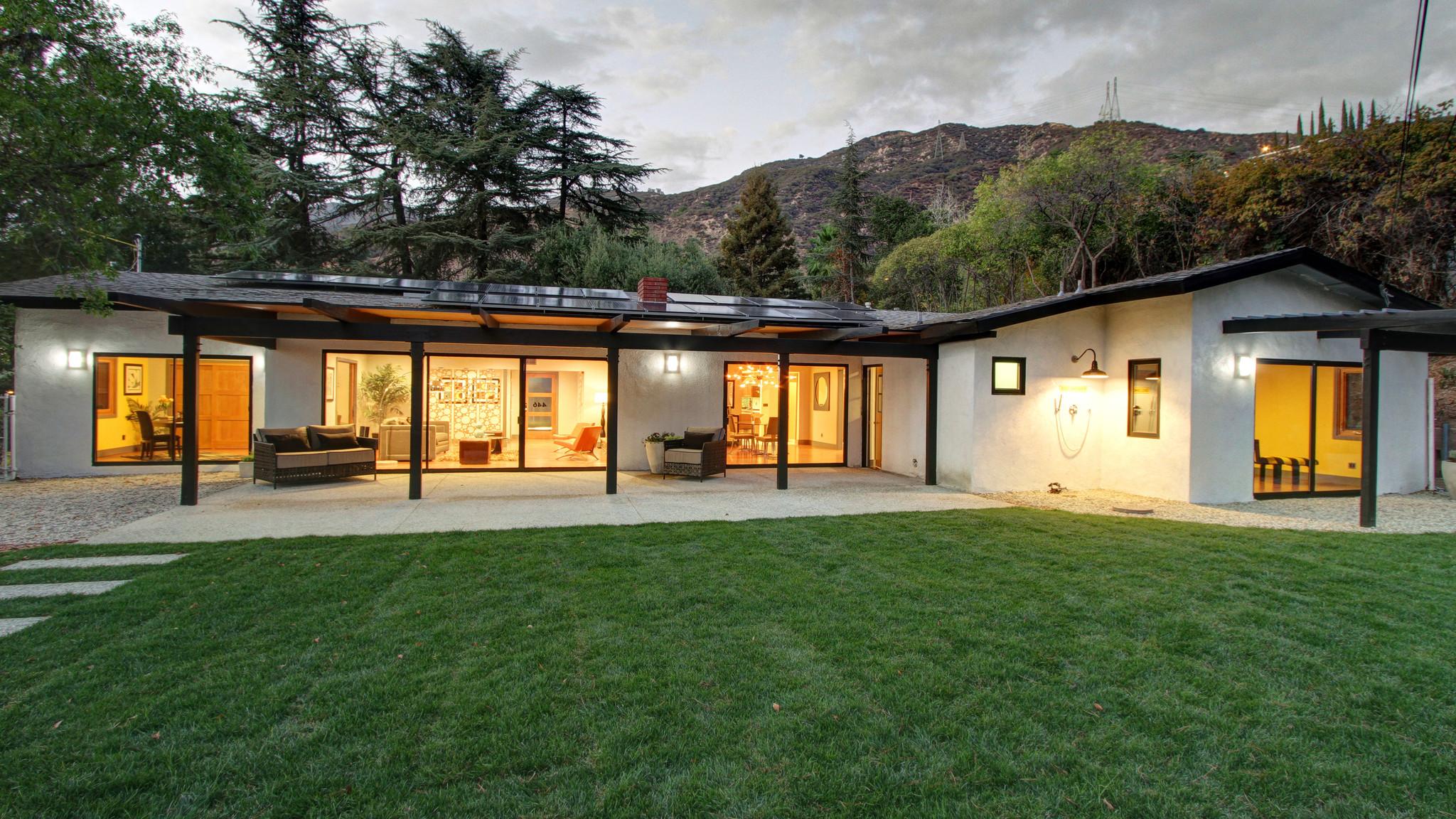 Home Of The Day Midcentury Rambler In Altadena La Times