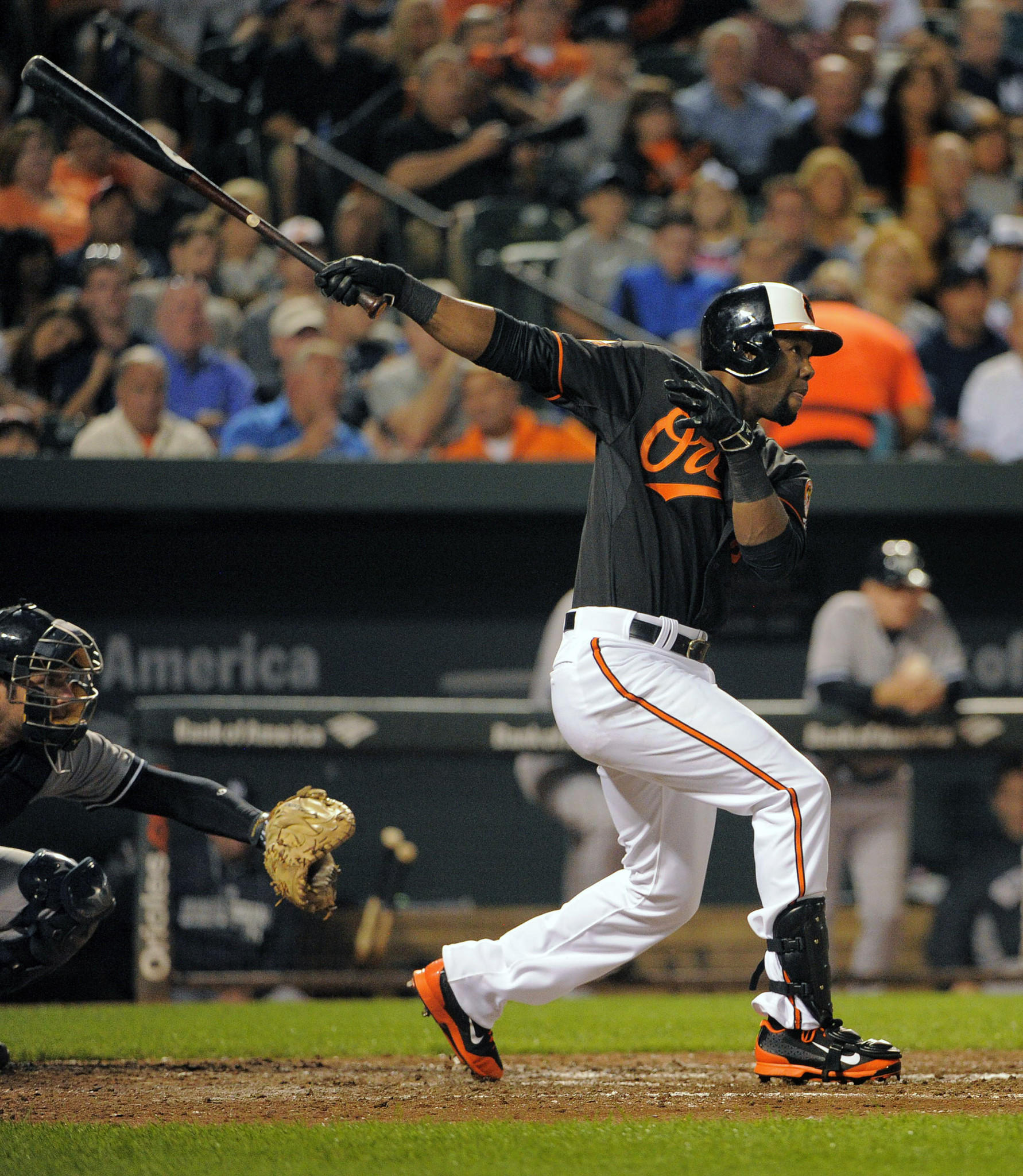 Alejandro De Aza hits a triple to score Ryan Flaherty during the fourth inning against the Yankees on Friday night.