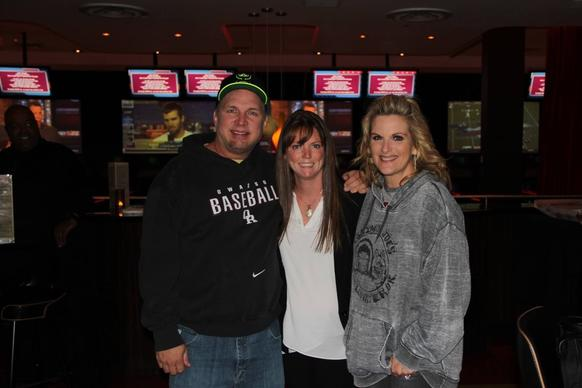 Country singer Garth brooks (left) and Trisha Yearwood (right) pose for a photo at Kings Rosemont Septmeber 11, 2014 with Kings operations service manager Erin Callahan.