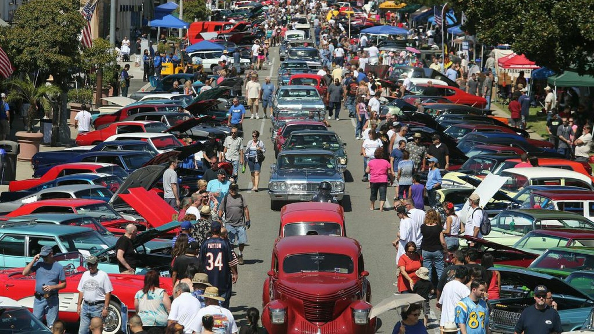 Classic Cars Rev Up For Route 66 Cruisin Reunion In