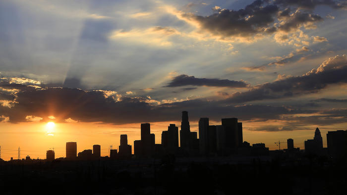 L.A. heat wave: Add lightning, heavy rain to today's extreme weather