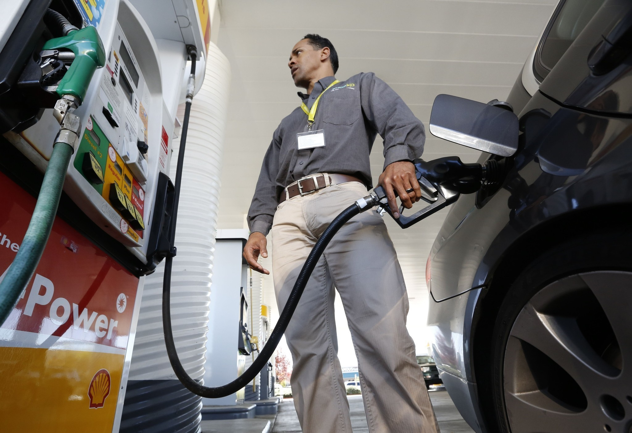 Gasoline prices forecast to drop to four-year lows this fall
