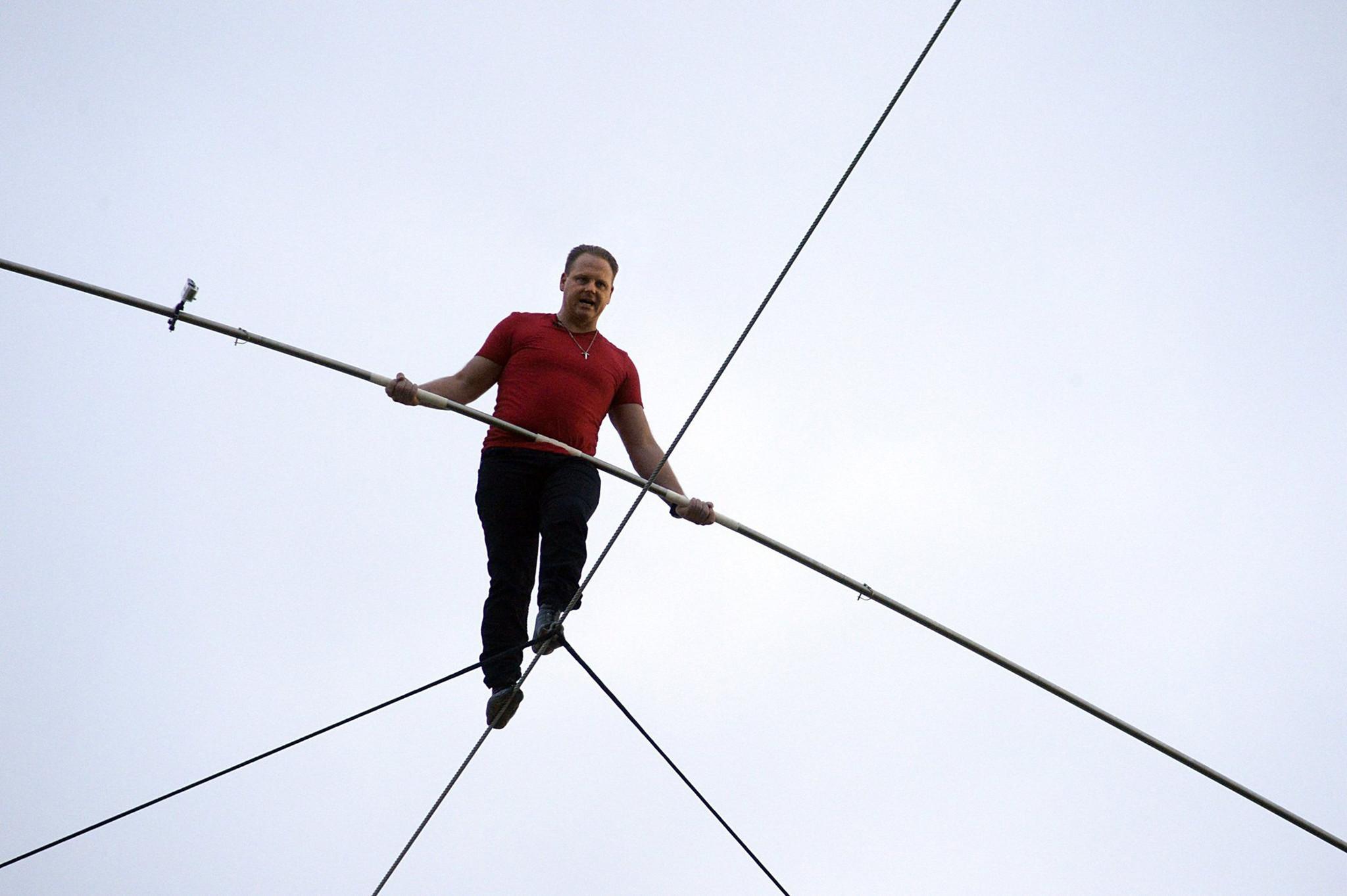 Wire-walker Nik Wallenda - Chicago Tribune
