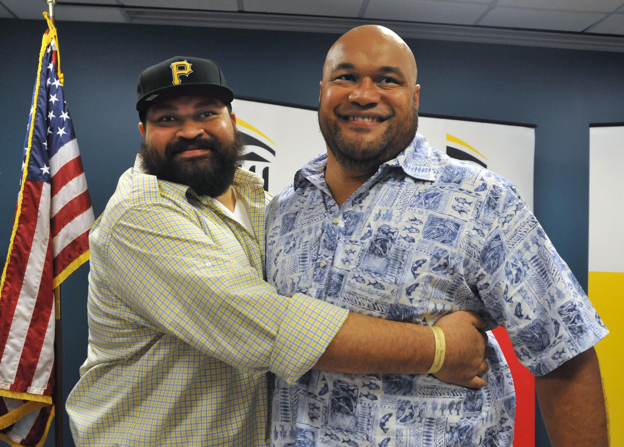 Former Pittsburgh Steeler Chris Kemoeatu, left, received a kidney from his brother, Ma'ake Kemoeatu, a former Ravens player, in a transplant operation on Aug. 27.