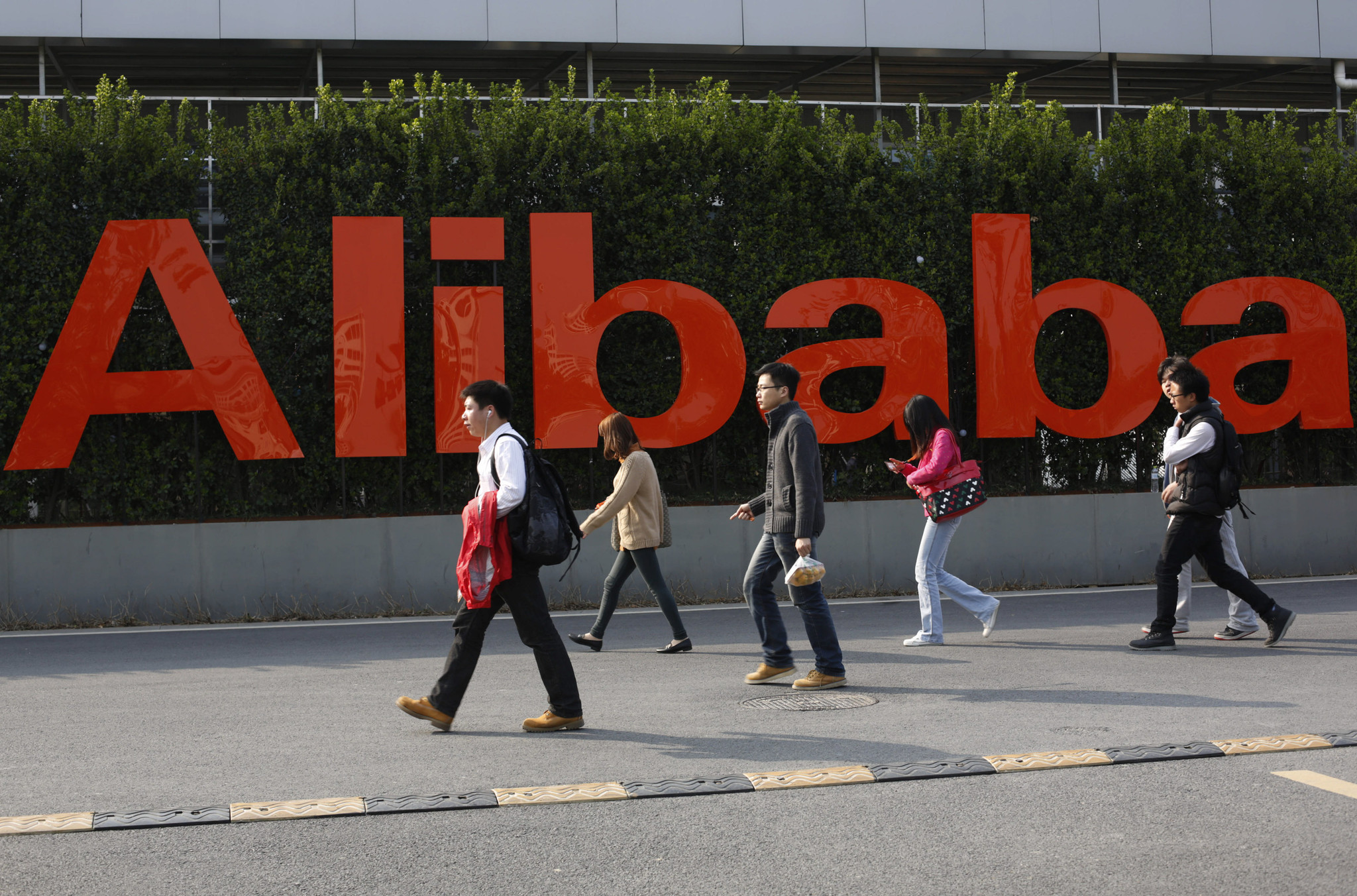 Alibaba sets stock price at $68 on eve of IPO