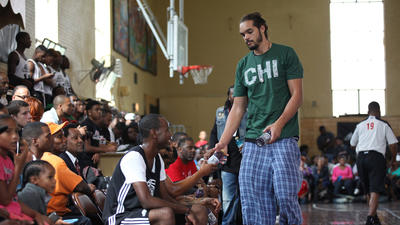 NBA stars fight violence with basketball at Chicago church