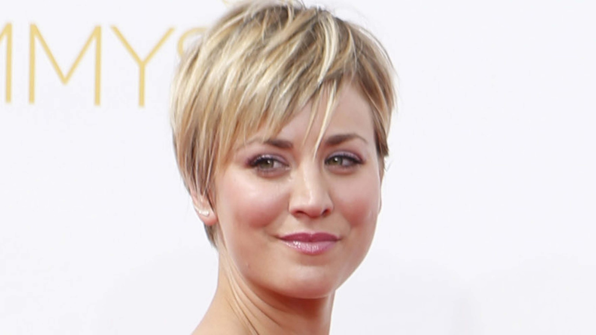 Kaley cuoco s instagram pictures of her short haircut are all we need