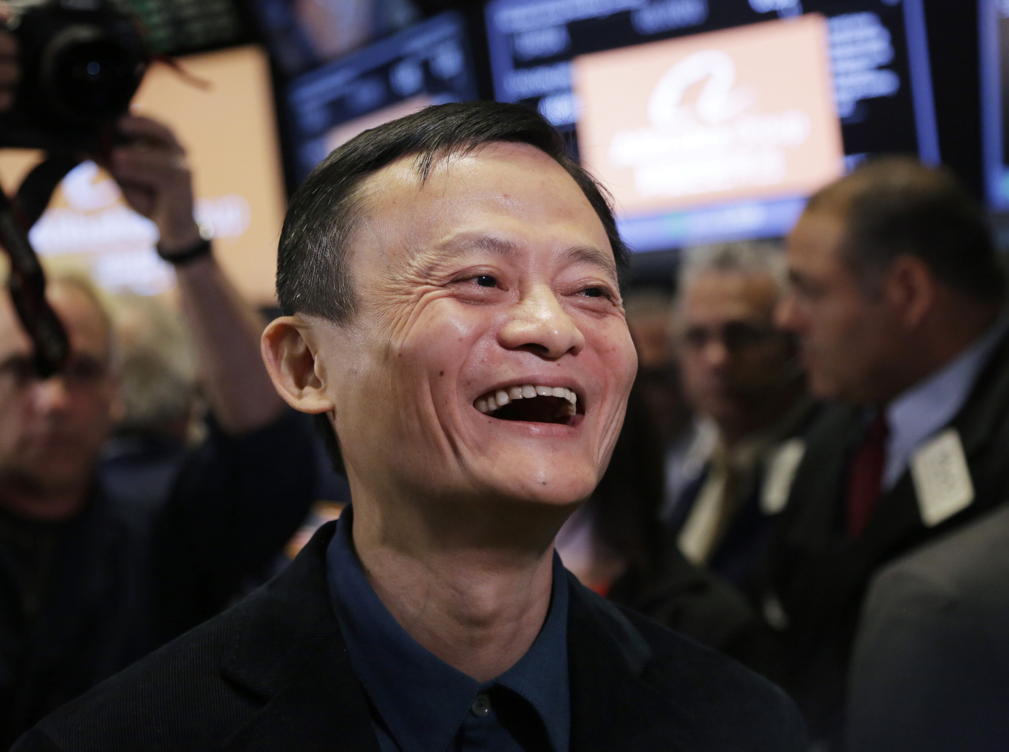 How did Alibaba's resounding stock market debut compare?