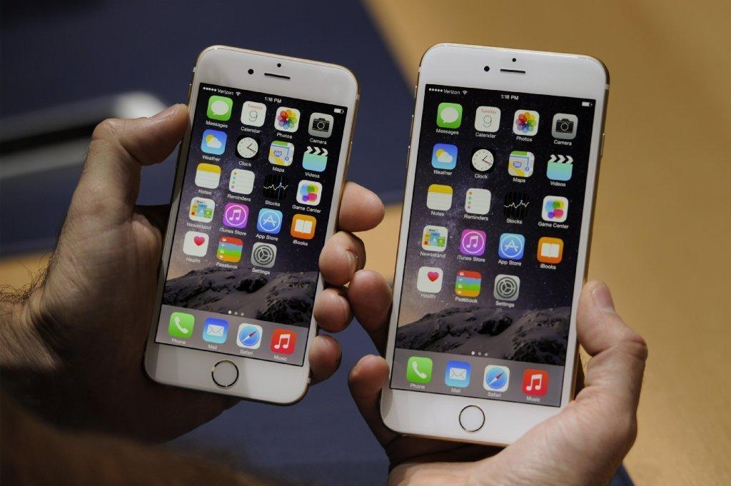 Apple breaks record, sells 10