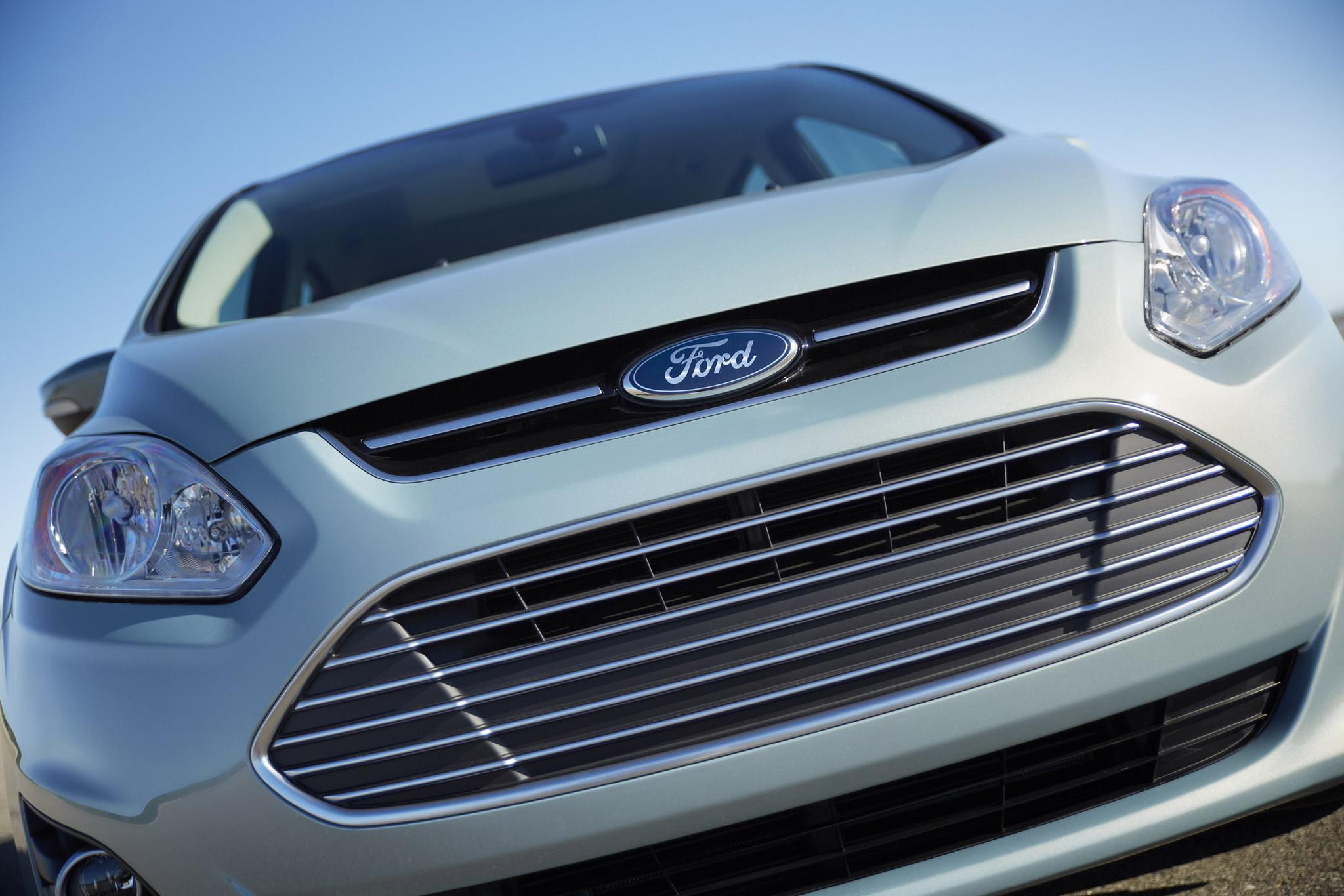 ford recalls 850 000 vehicles for airbag problem la times. Black Bedroom Furniture Sets. Home Design Ideas