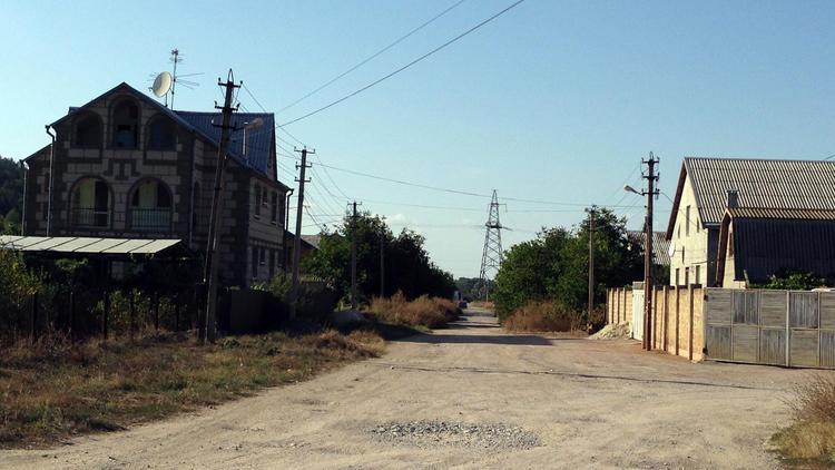 В ставшем российским Крыму одни процветают, другие опасаются за свое будущее