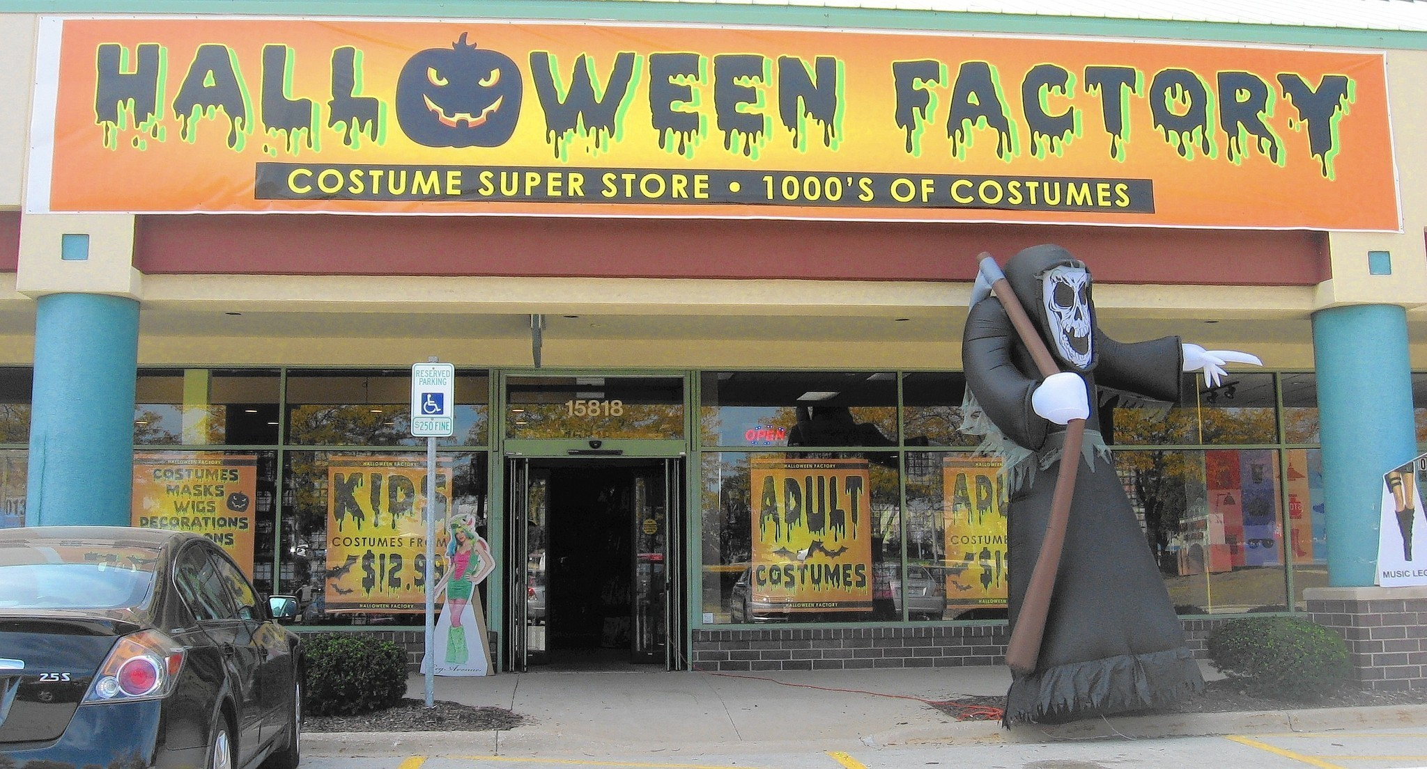 ace hardware store st louis halloween pop ups a little scarcer chicago tribune - St Louis Halloween Store