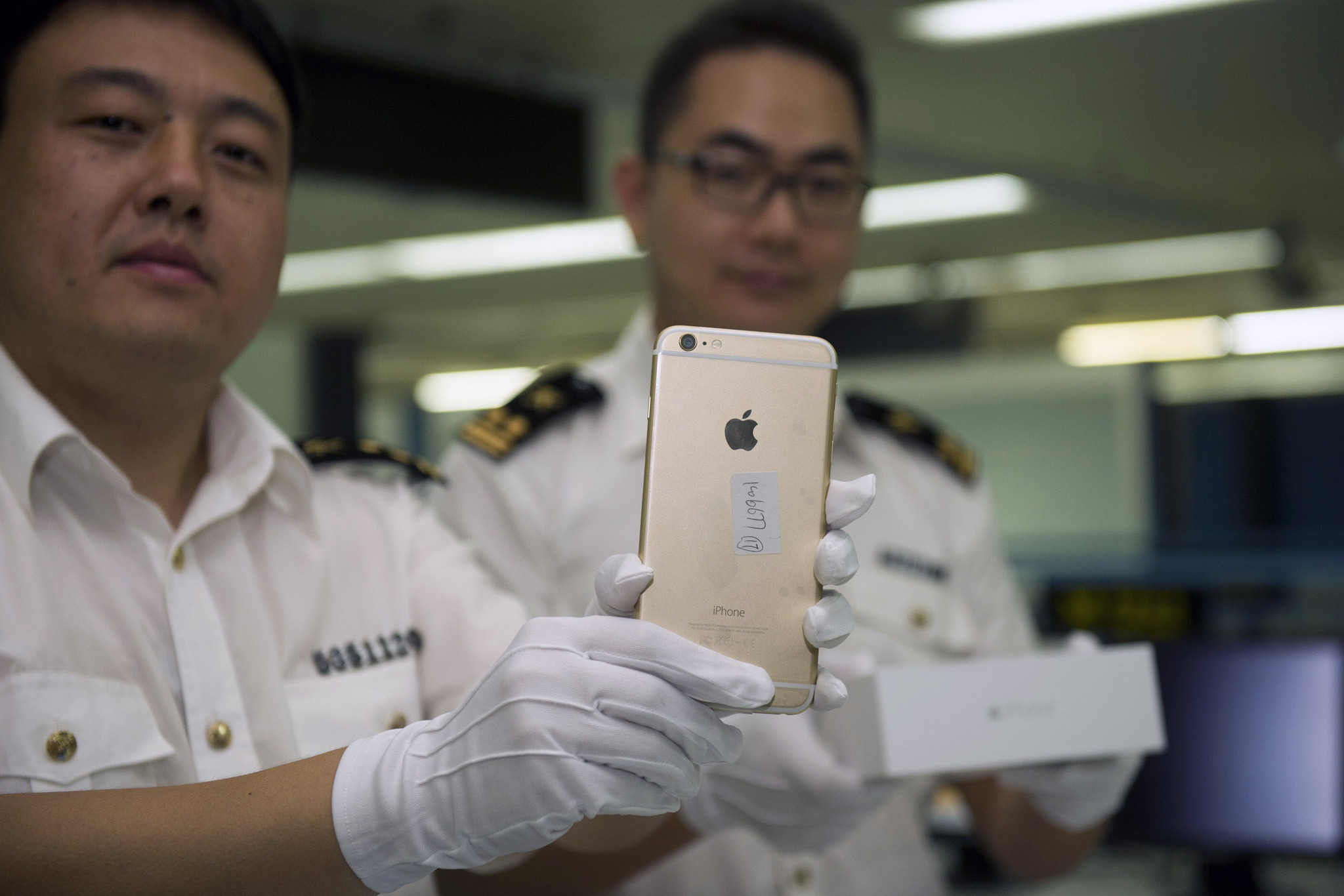 Apple's iPhone 6 clears hurdles in China, to hit mainland Oct. 17