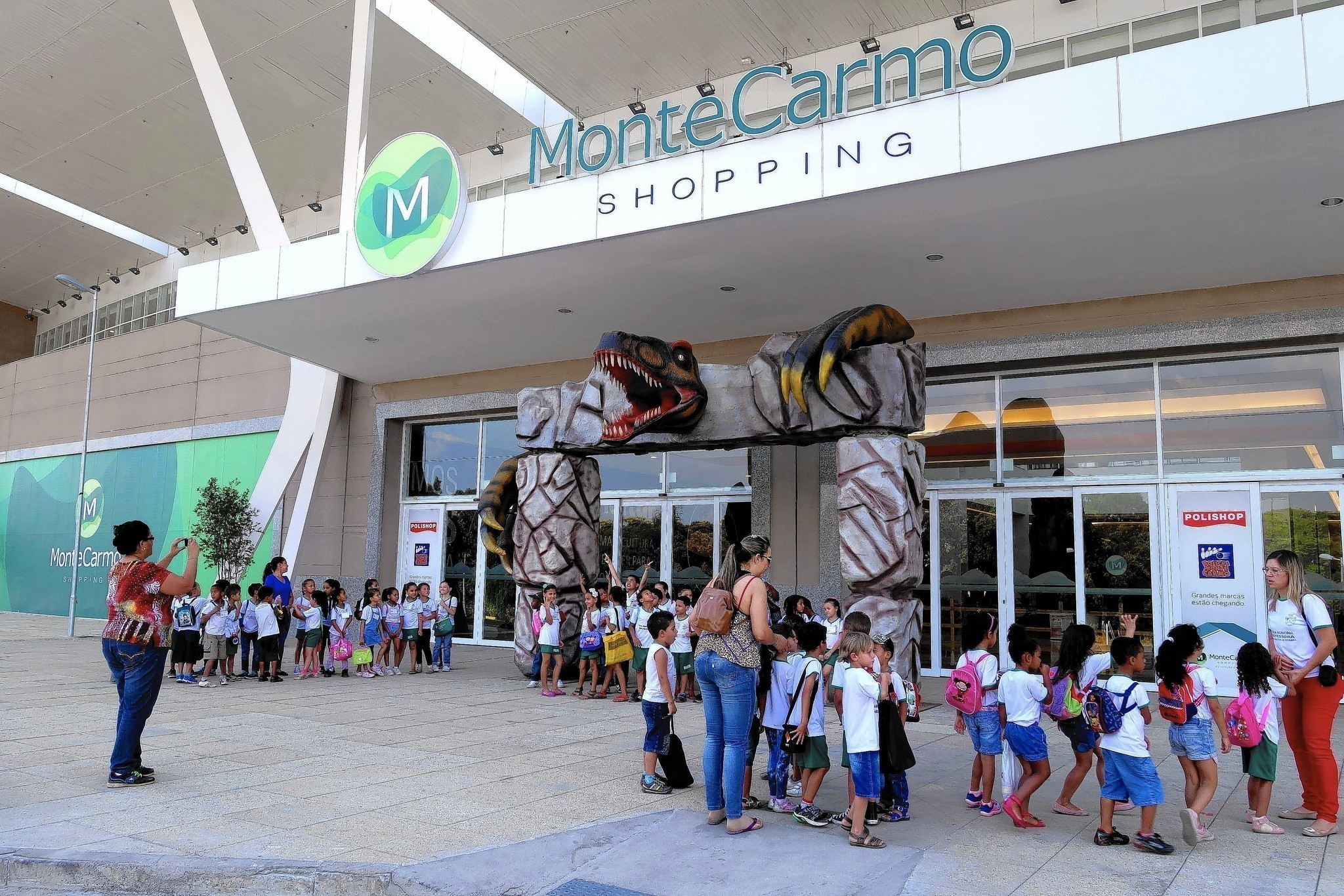 Huge shopping malls change landscape of Brazil