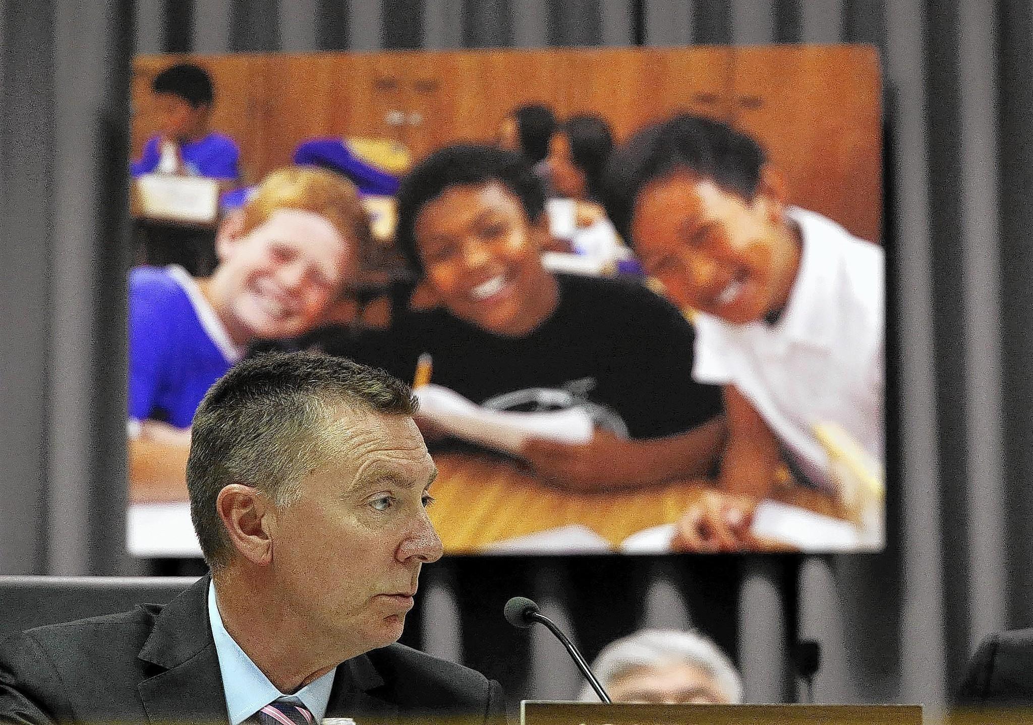 School board starts weighing Supt. Deasy's evaluation