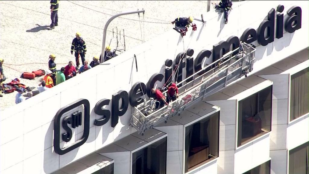 Window washers rescued; stranded for hours on Irvine high-rise
