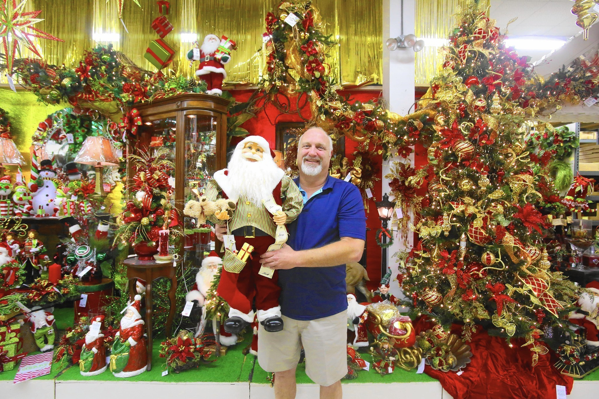 at some stores christmas is always in season orlando sentinel - Christmas Animatronics