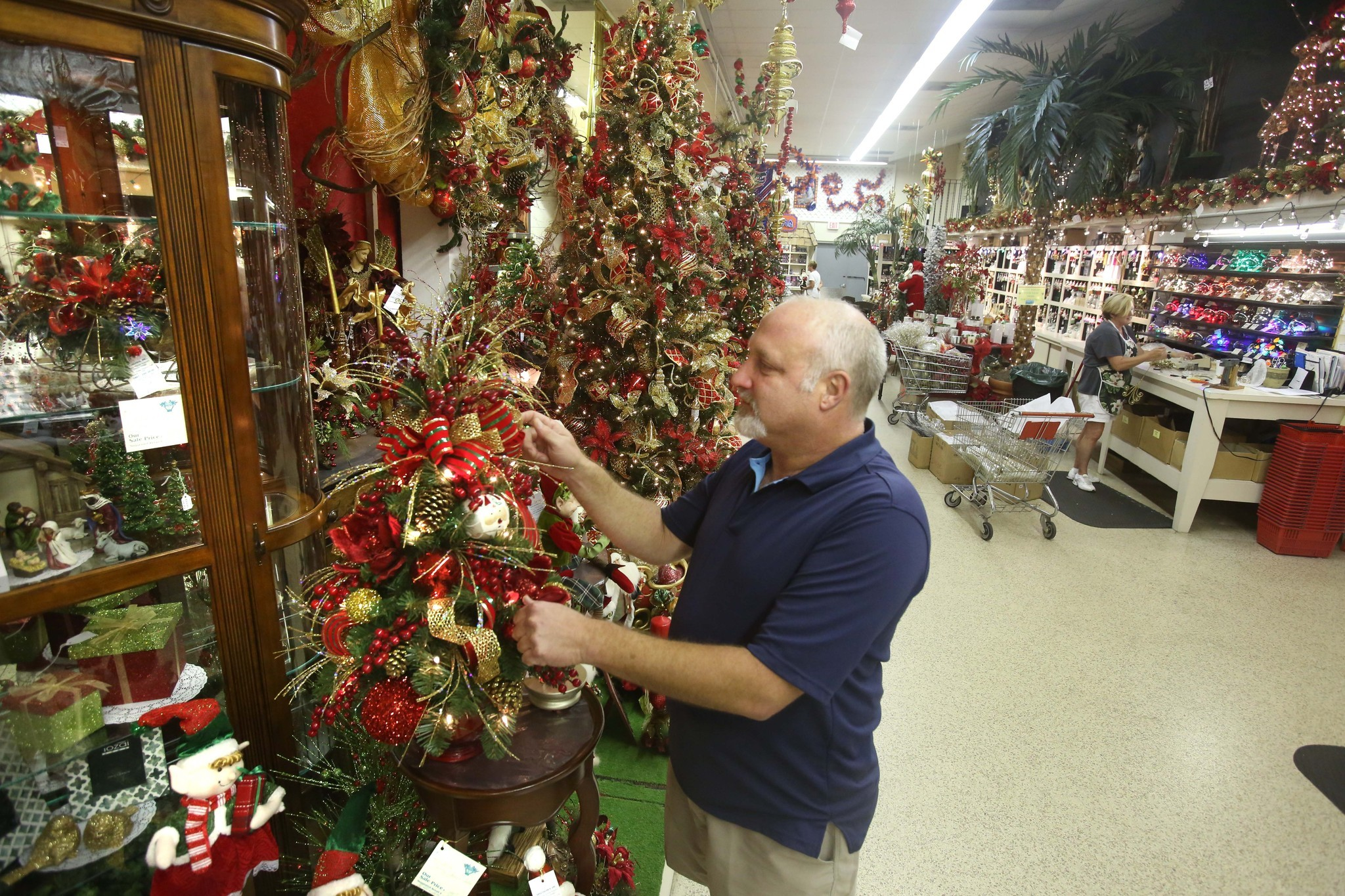 Largest christmas store in florida orlando sentinel for The christmas store