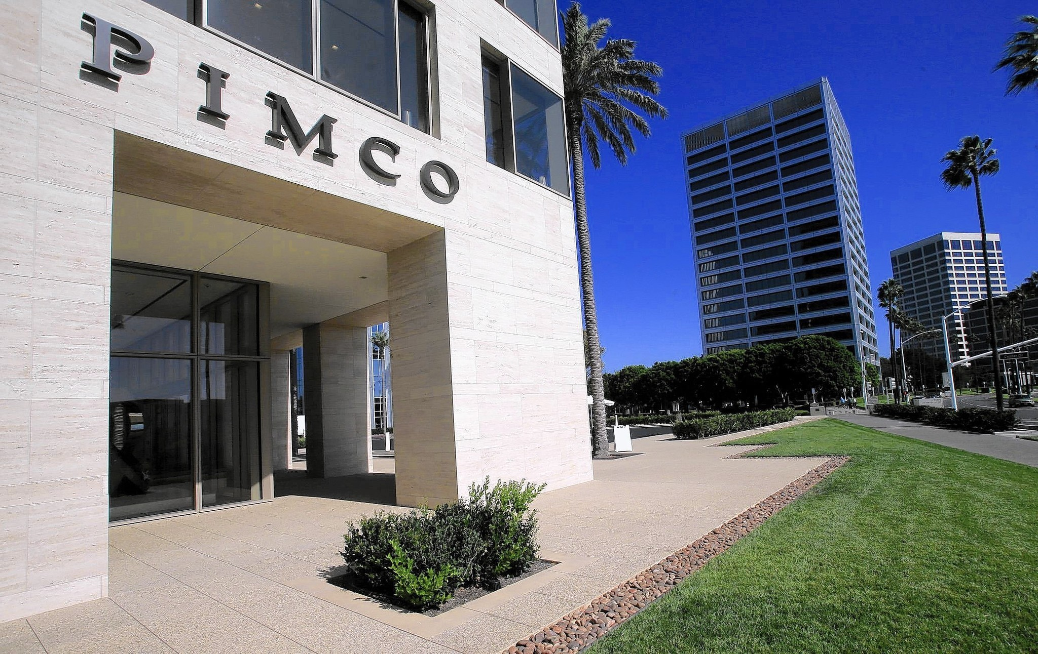 Fashion Island Newport Beach >> Bill Gross moves into high-rise two blocks from ex-colleagues at Pimco - LA Times