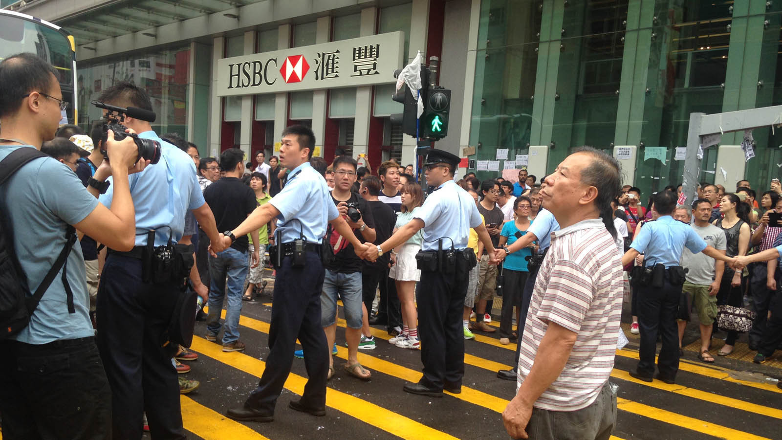 mainland chinese in hong kong Story highlights hong kong protests highlight rift between the city and mainland china residents say massive influx of chinese has disturbed peace, and driven up prices.