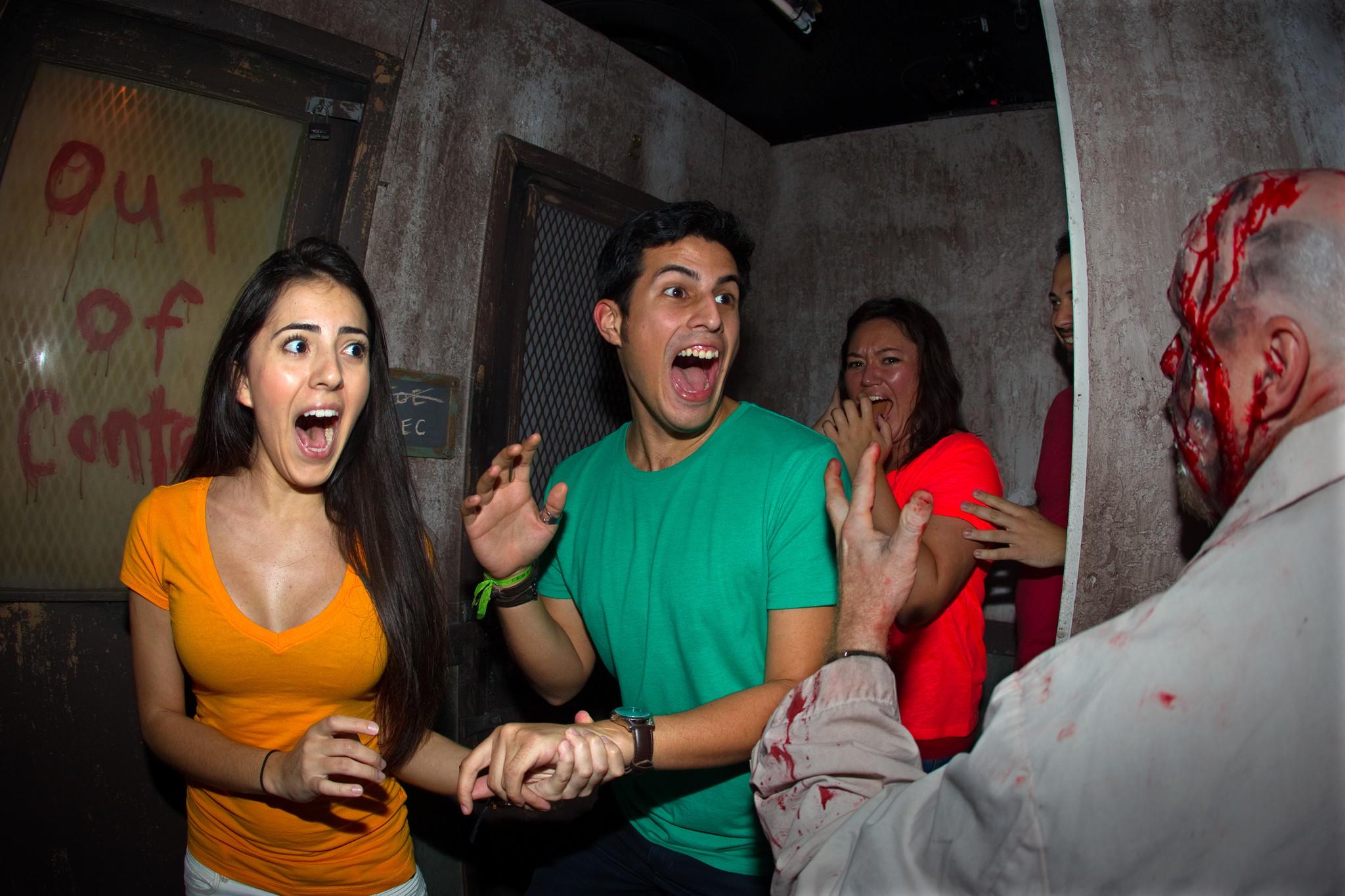 Howl O Scream Opens At Busch Gardens Tampa Bay Orlando Sentinel