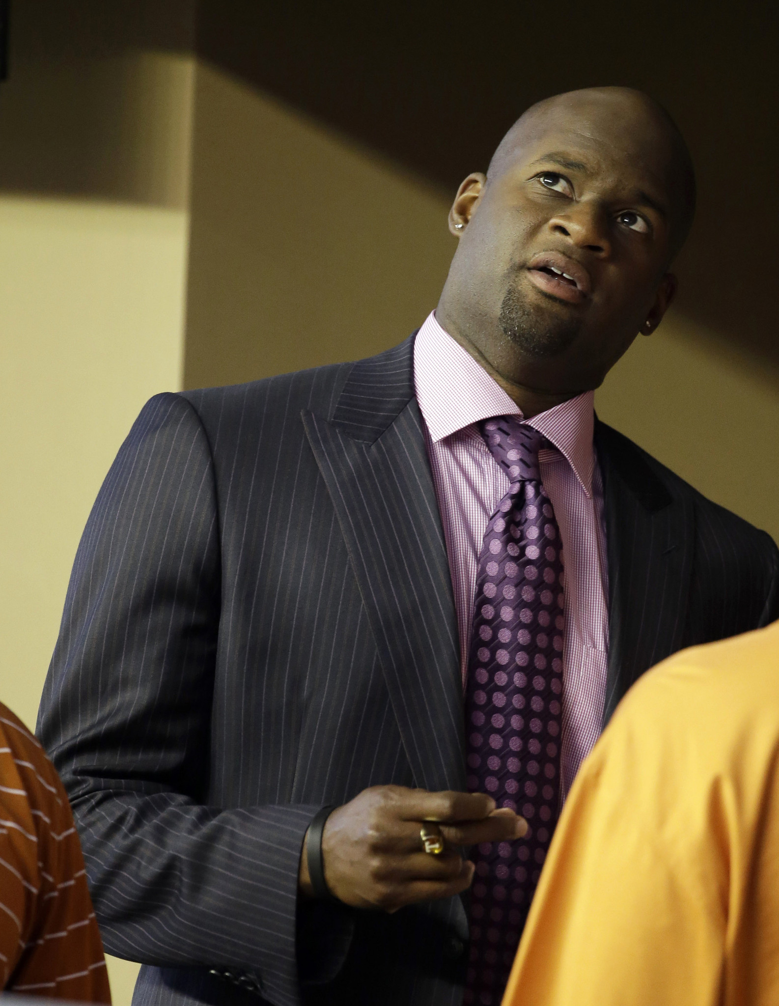 Ex Nfl Quarterback Vince Young Puts Texas Home Up For Sale