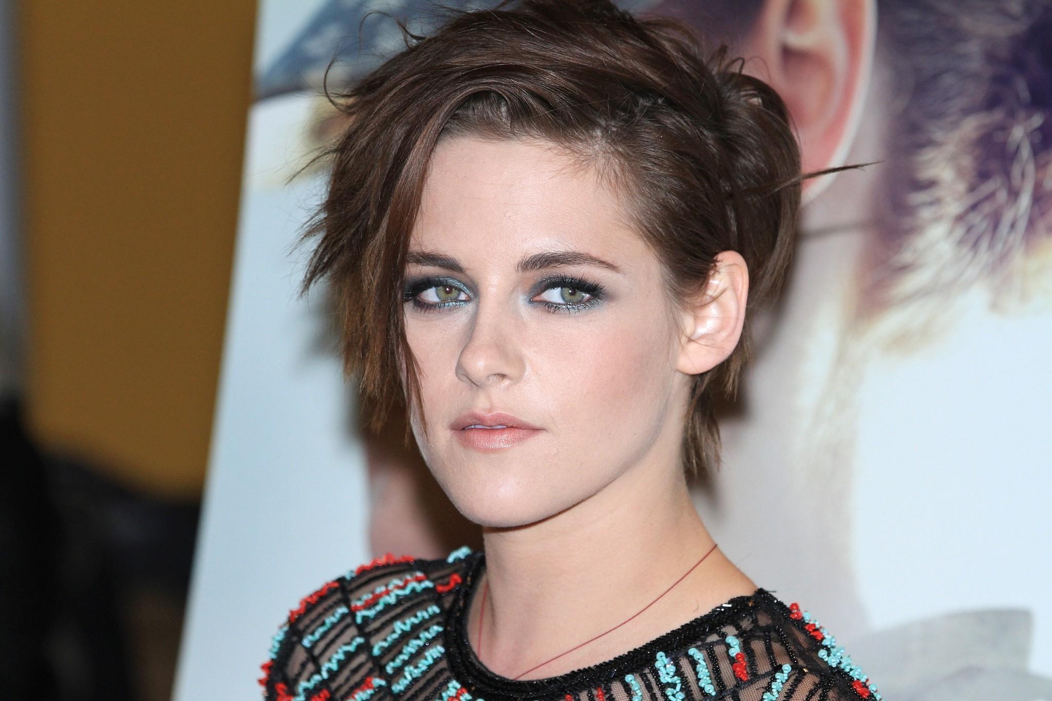 Kristen Stewart cambia de look a rubio platinado