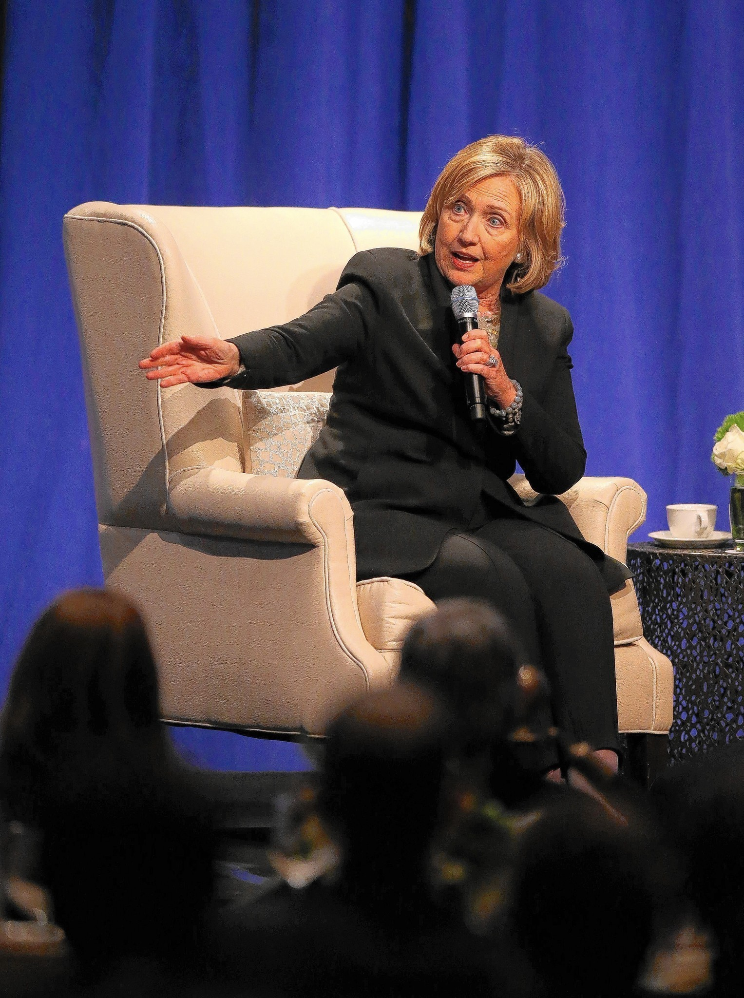 Hillary Clinton 39 S Campaign For Compromise Chicago Tribune