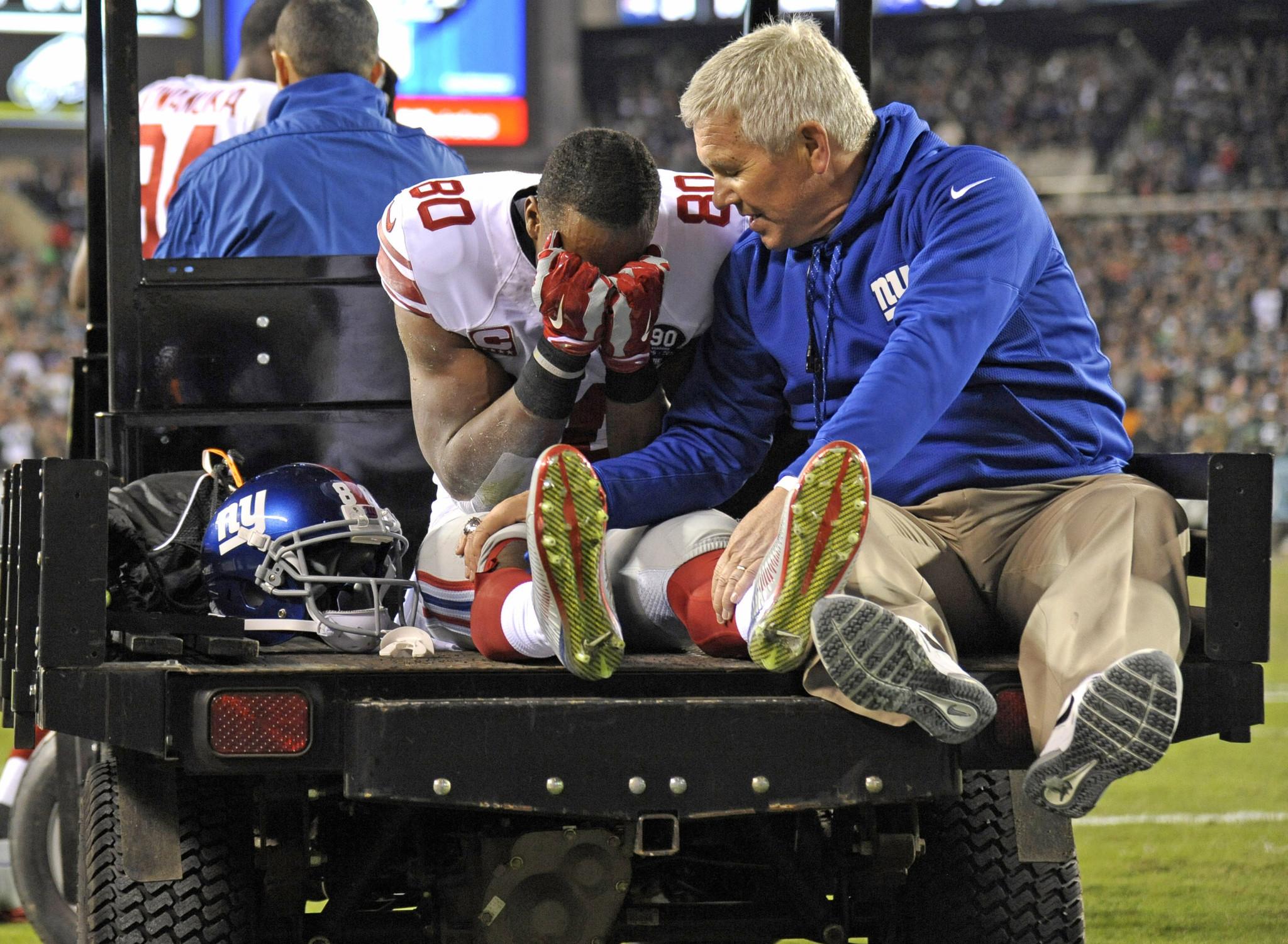 Giants WR Victor Cruz tears patellar tendon