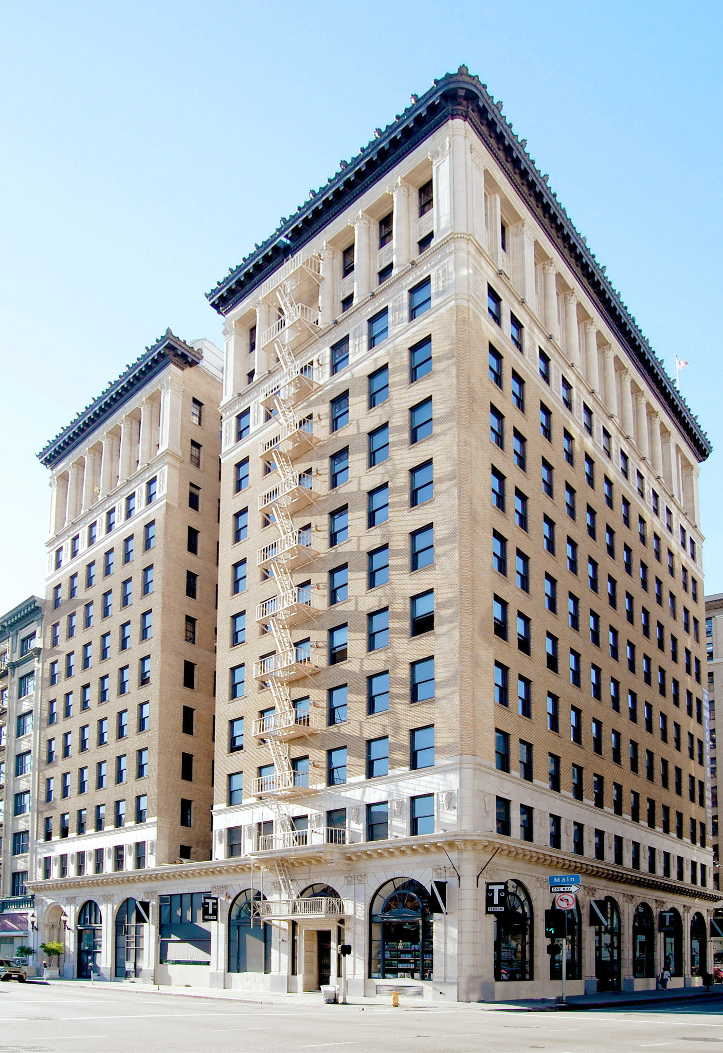 Historic downtown los angeles high rise sold to canadian for Highrise apartments in los angeles