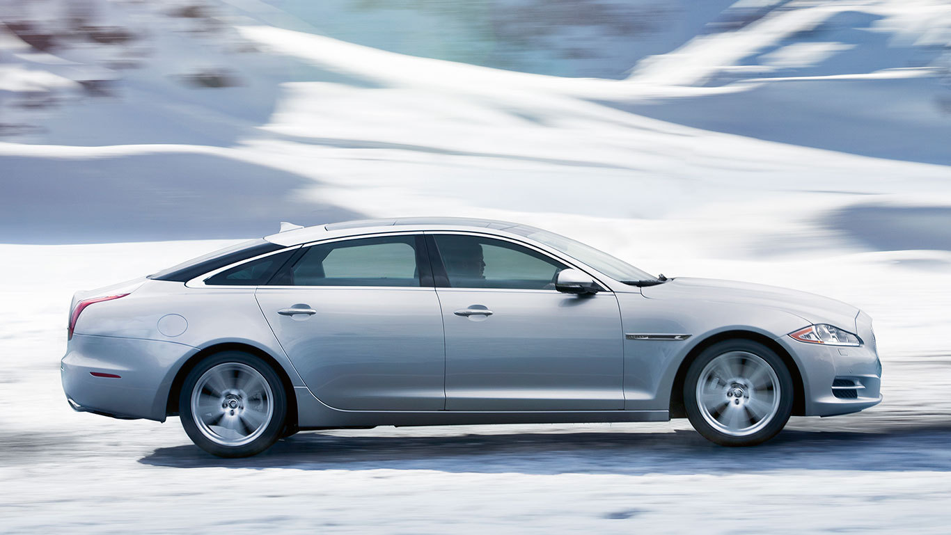 2015 Jaguar XJL luxury ends with infotainment