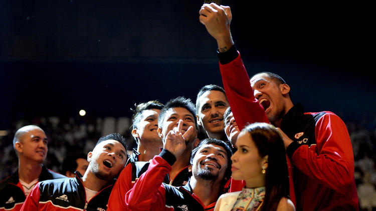 Photo: Manny Pacquiao and teammates