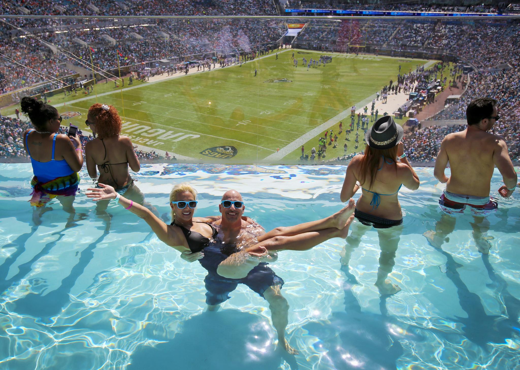 Pictures jacksonville jaguars vs cleveland browns - Jacksonville jaguars swimming pool ...