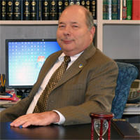 York County Administrator James McReynolds died Sunday morning from an apparent heart attack.