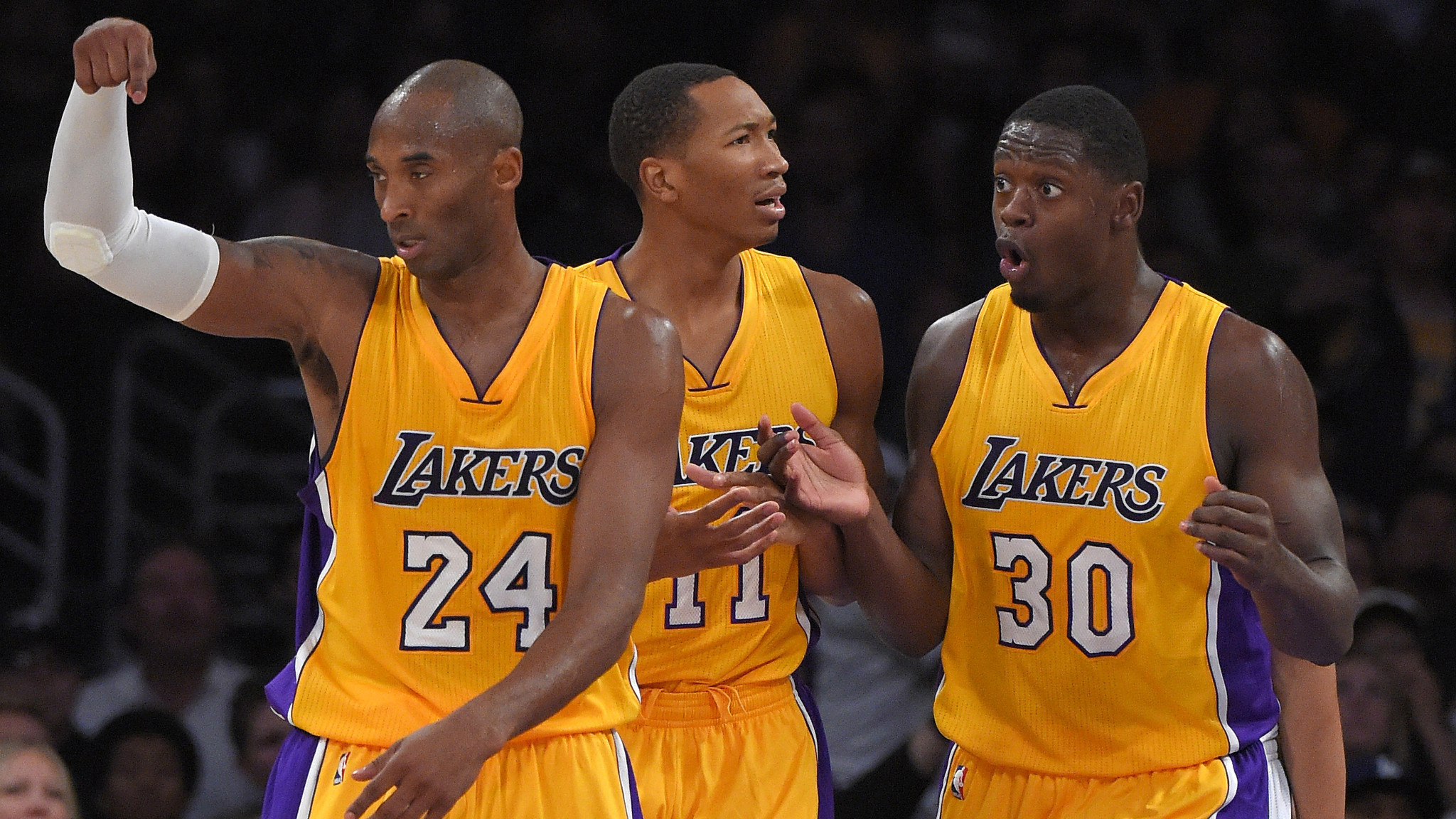 Kobe Bryant has strong outing in Lakers' exhibition win